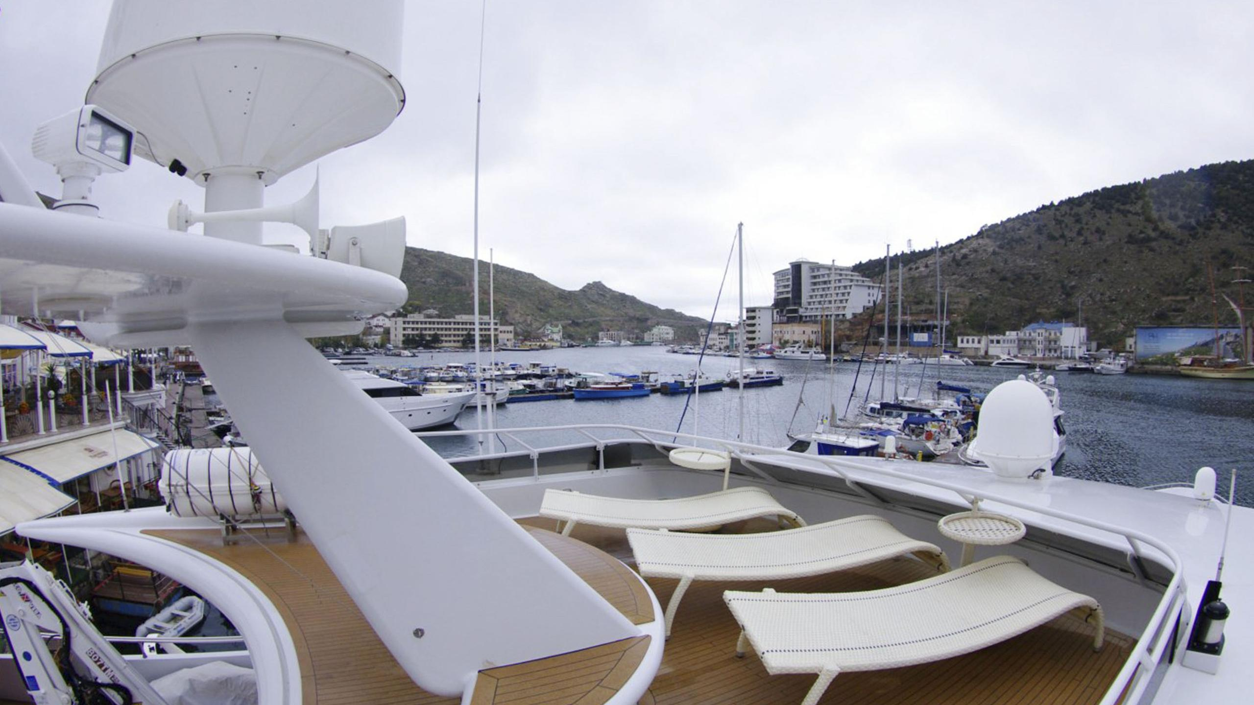 miami-blues-yacht-upper-deck-aft