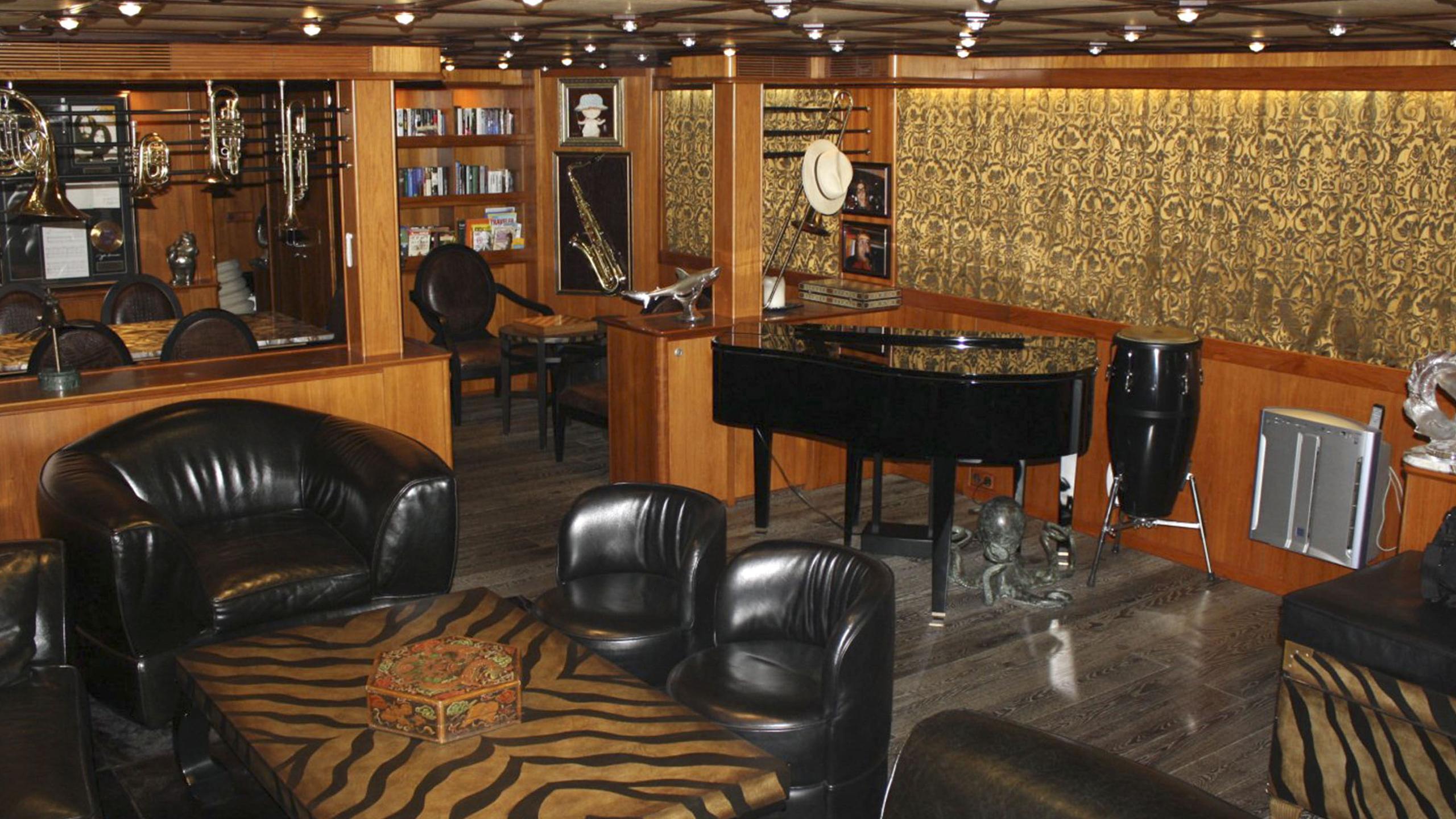 miami-blues-yacht-lounge