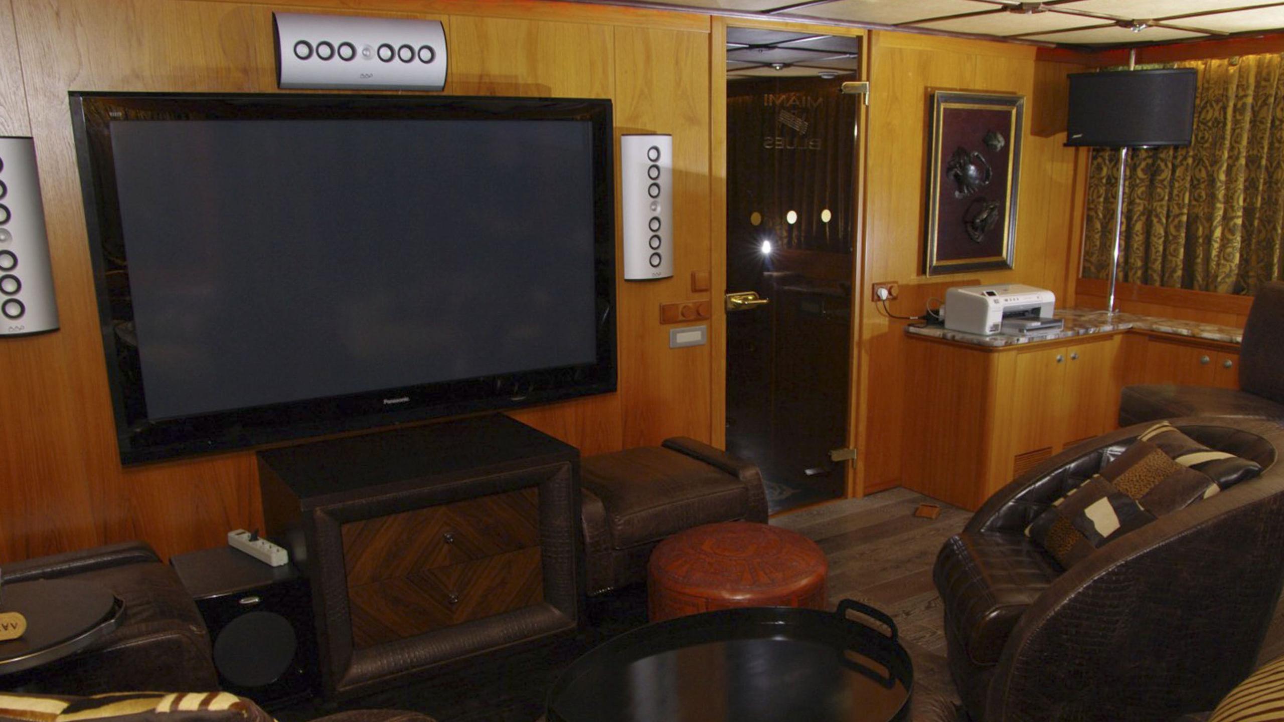 miami-blues-yacht-lounge-tv