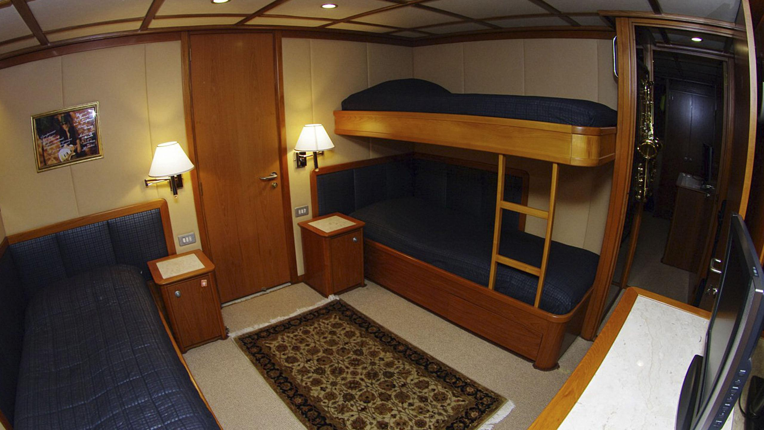 miami-blues-yacht-twin-cabin