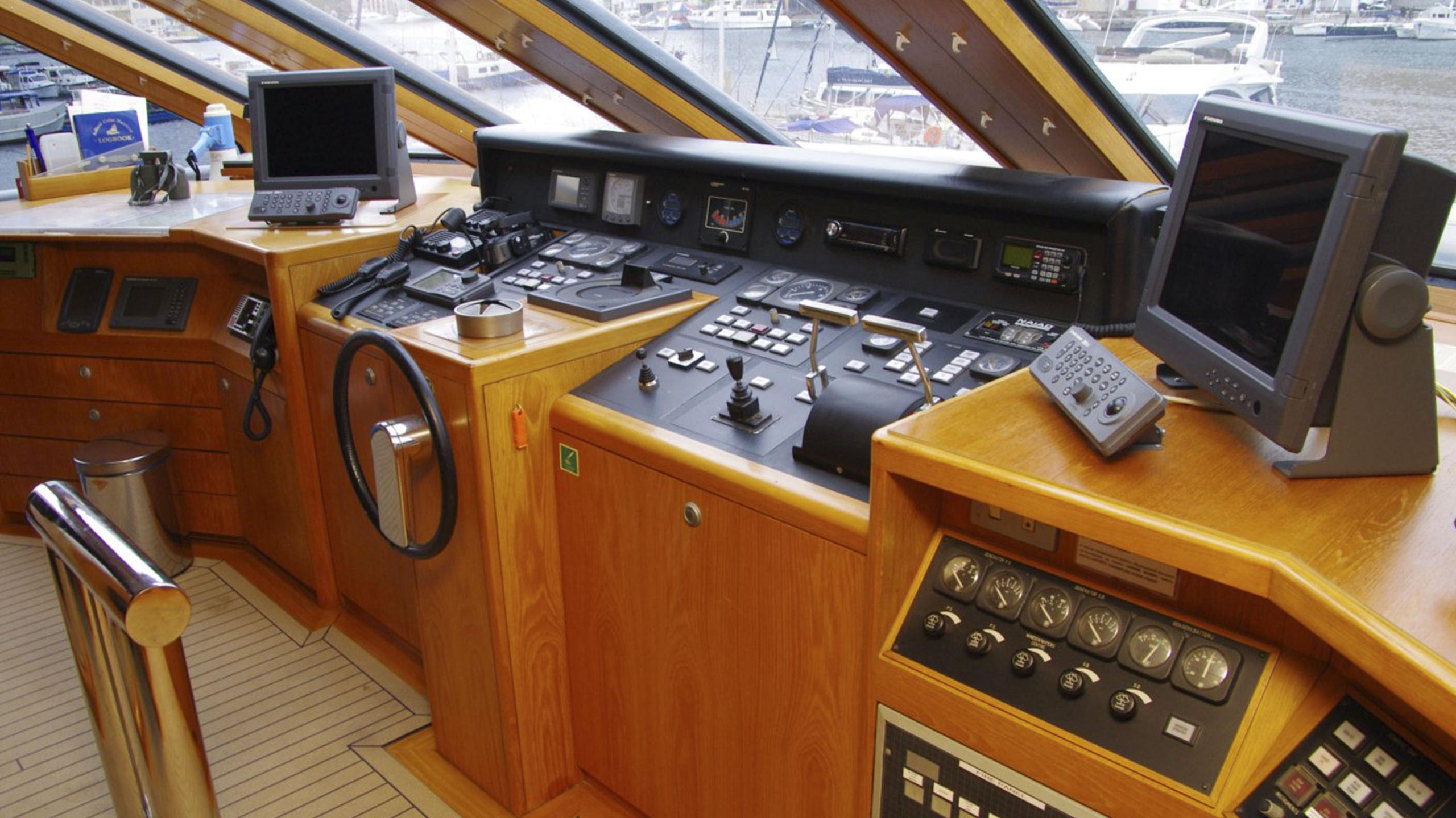 miami-blues-yacht-helm