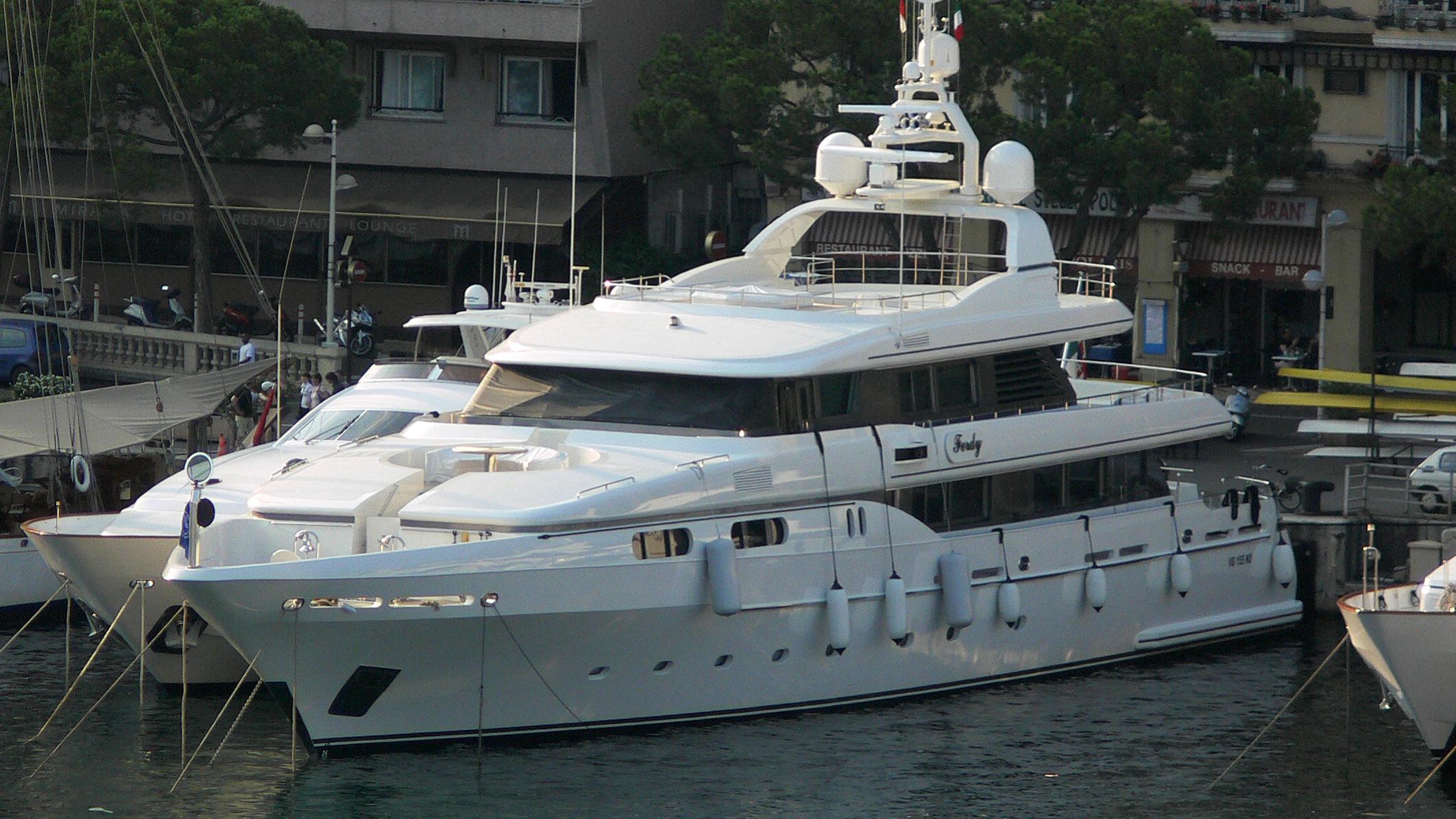 ferdy-yacht-exterior