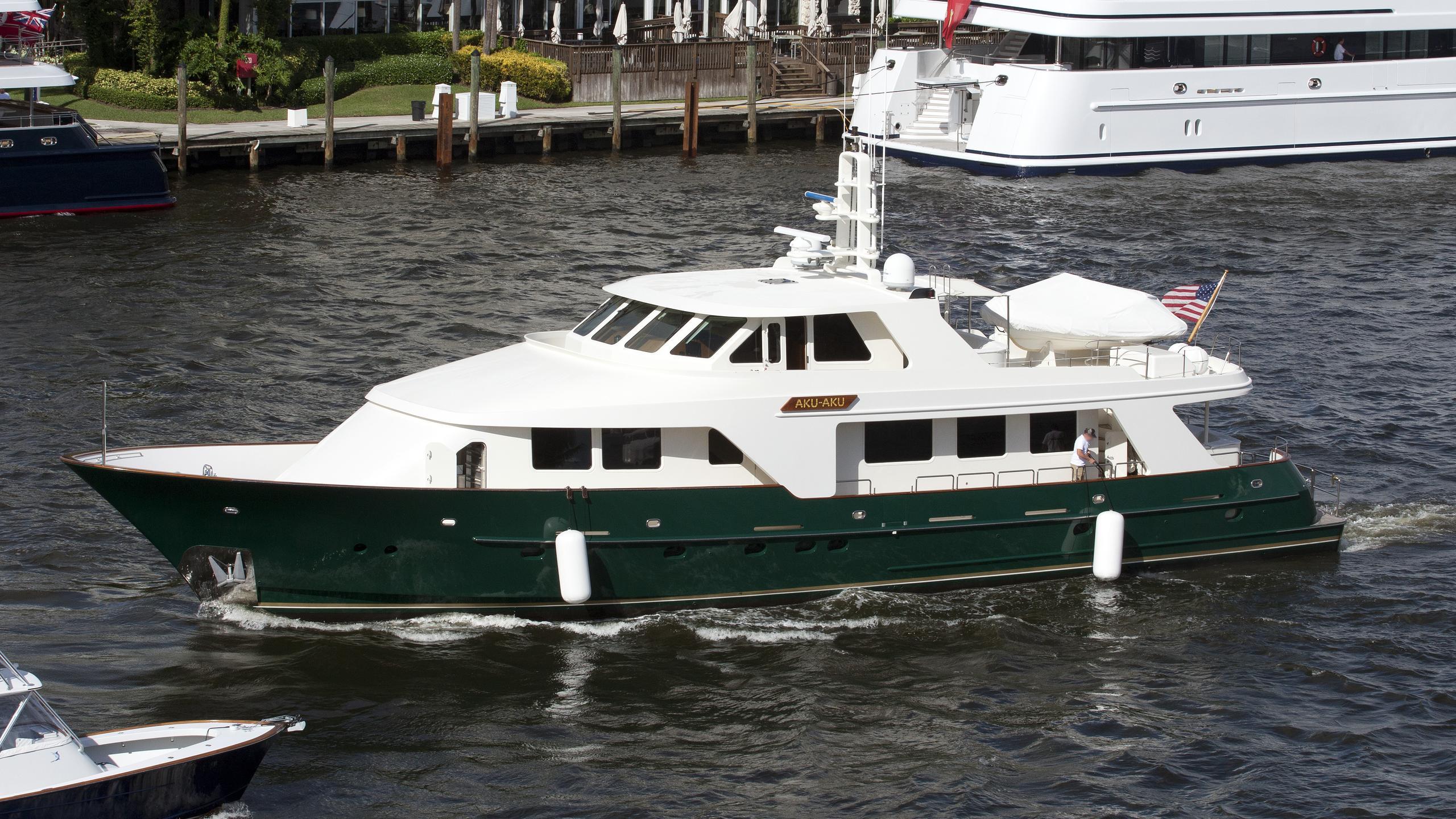 aku-aku-yacht-exterior