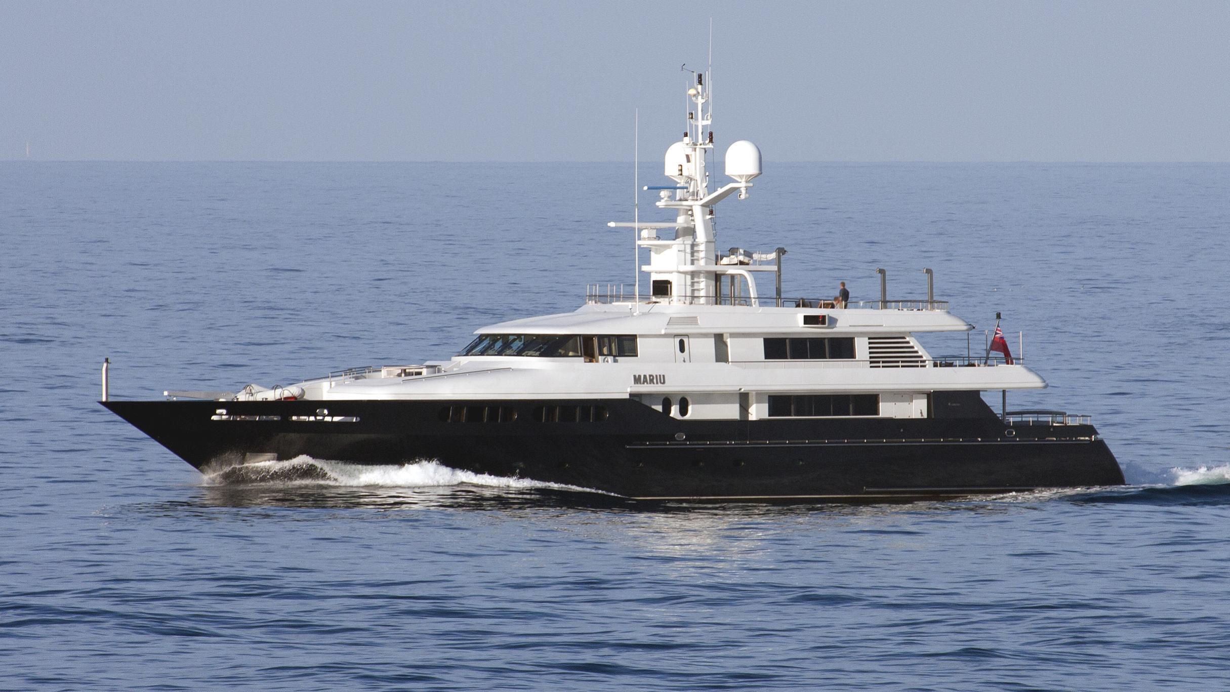 mariu-yacht-exterior