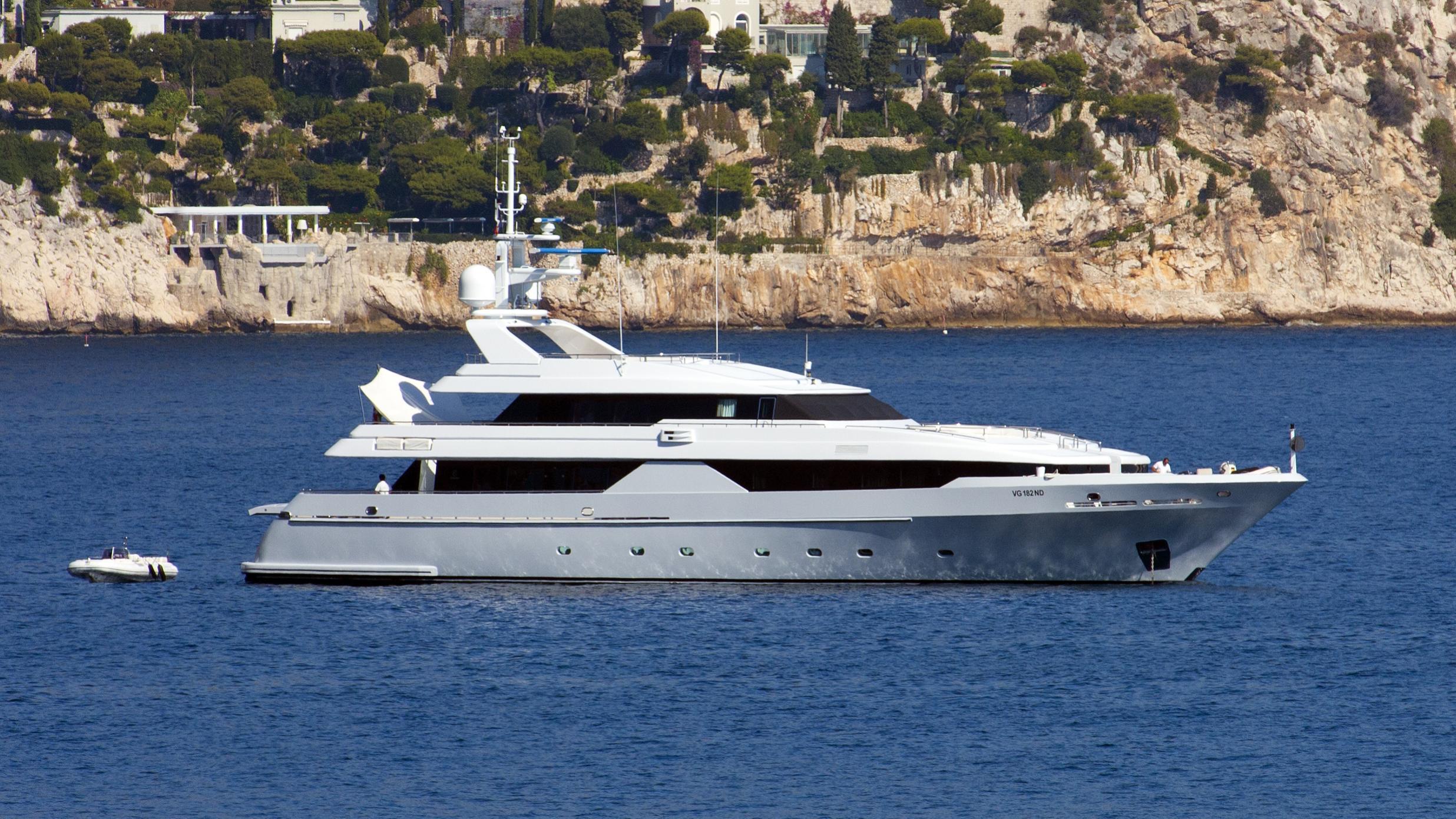 aldebaran-yacht-exterior