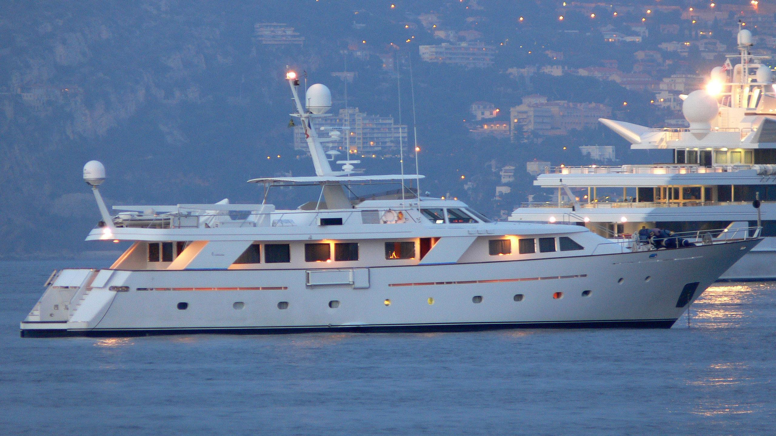 nightflower-yacht-exterior