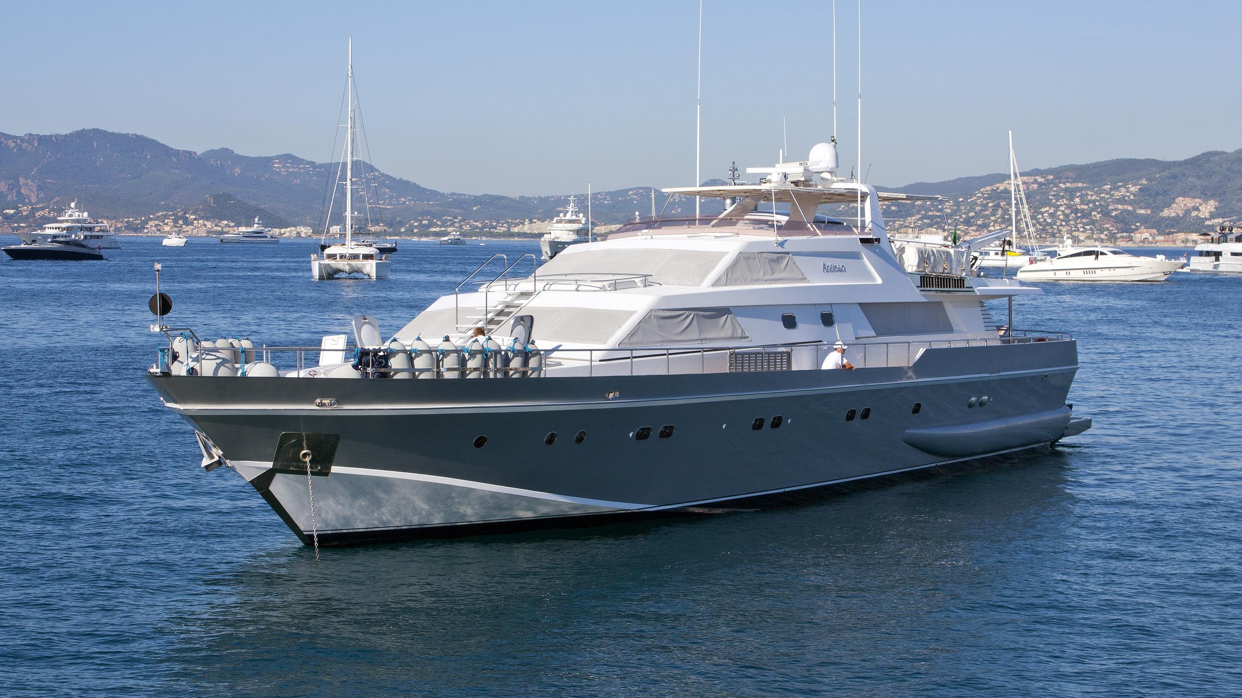 antisan-yacht-exterior