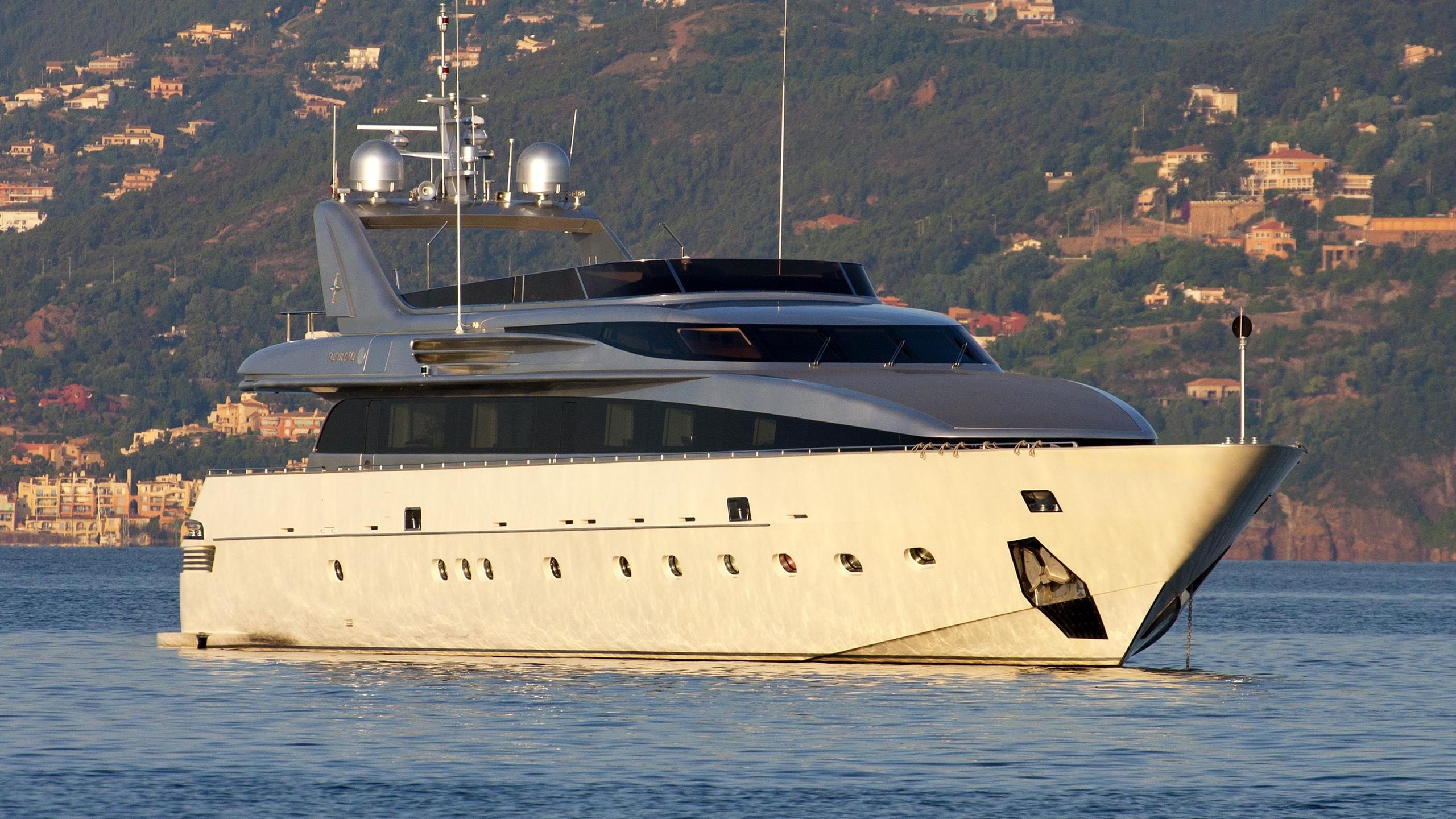 be-cool-yacht-exterior