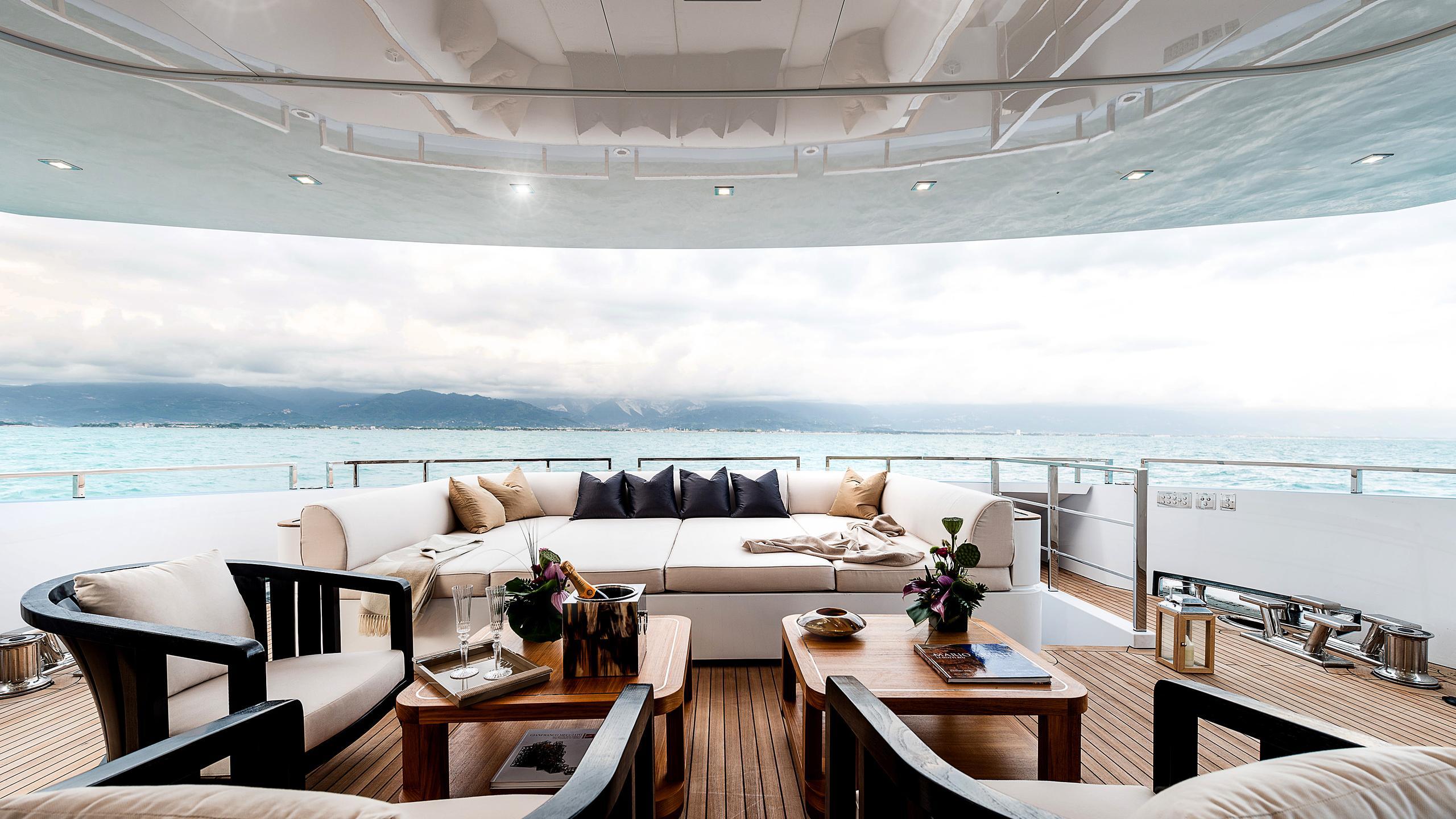 flying-dragon-yachtEdit
