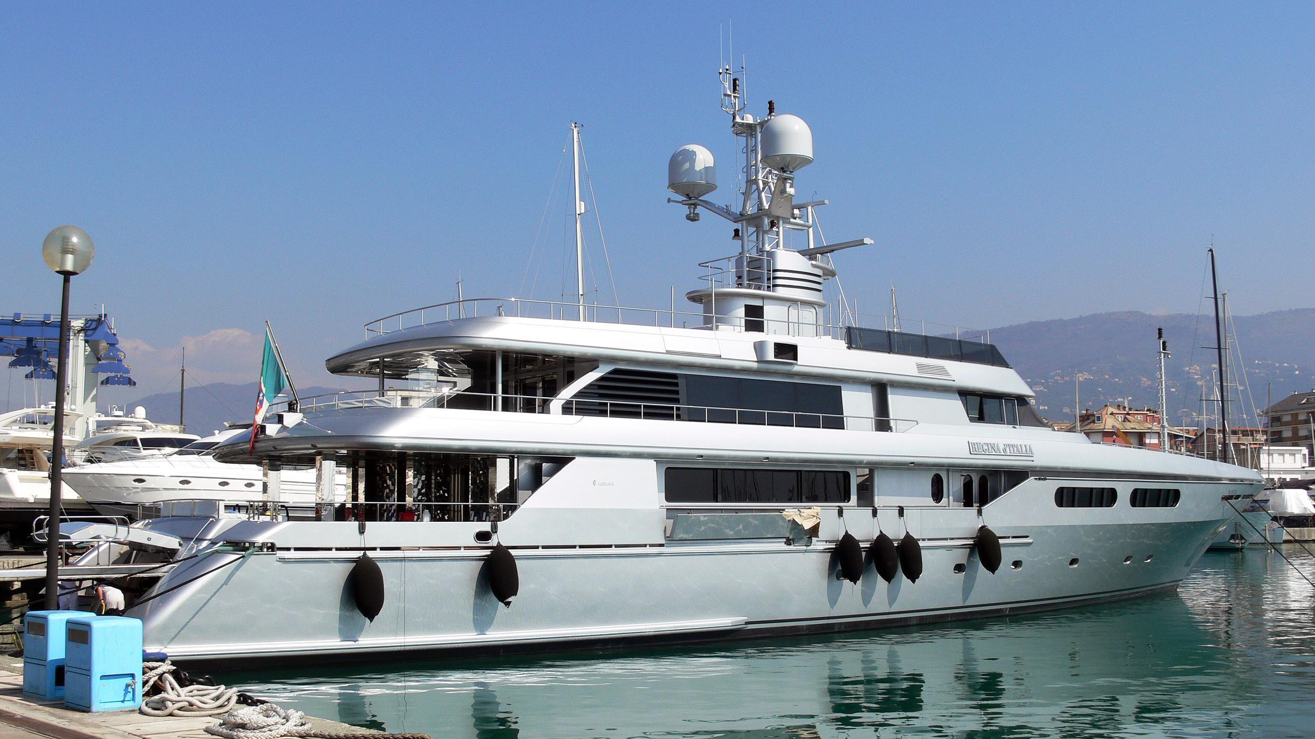 regina-ditalia-yacht-exterior
