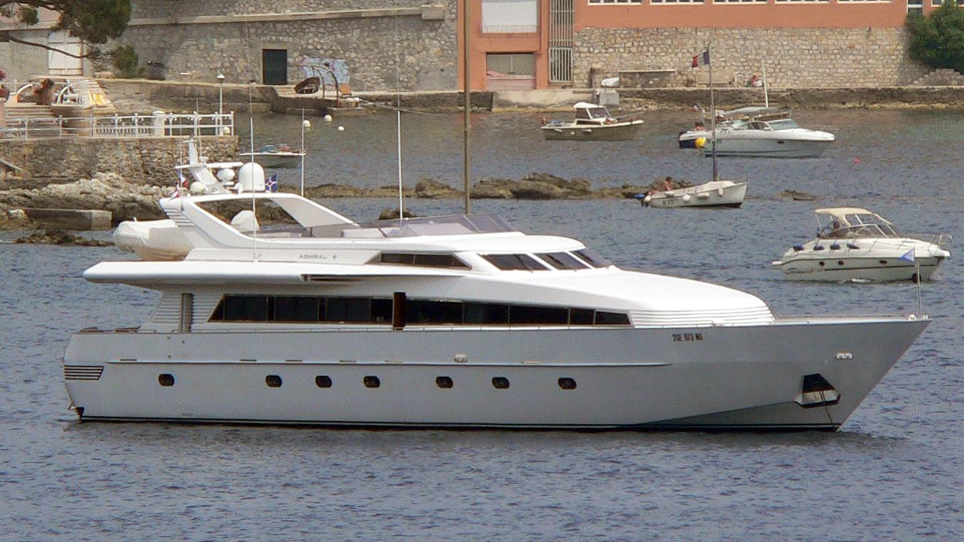 crobe-yacht-exterior