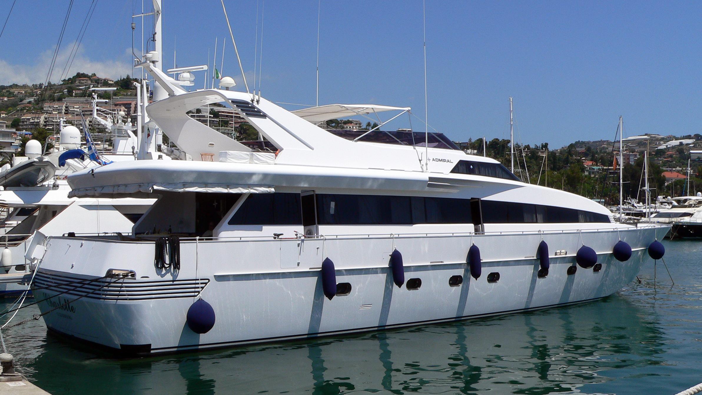 charlotte-yacht-exterior