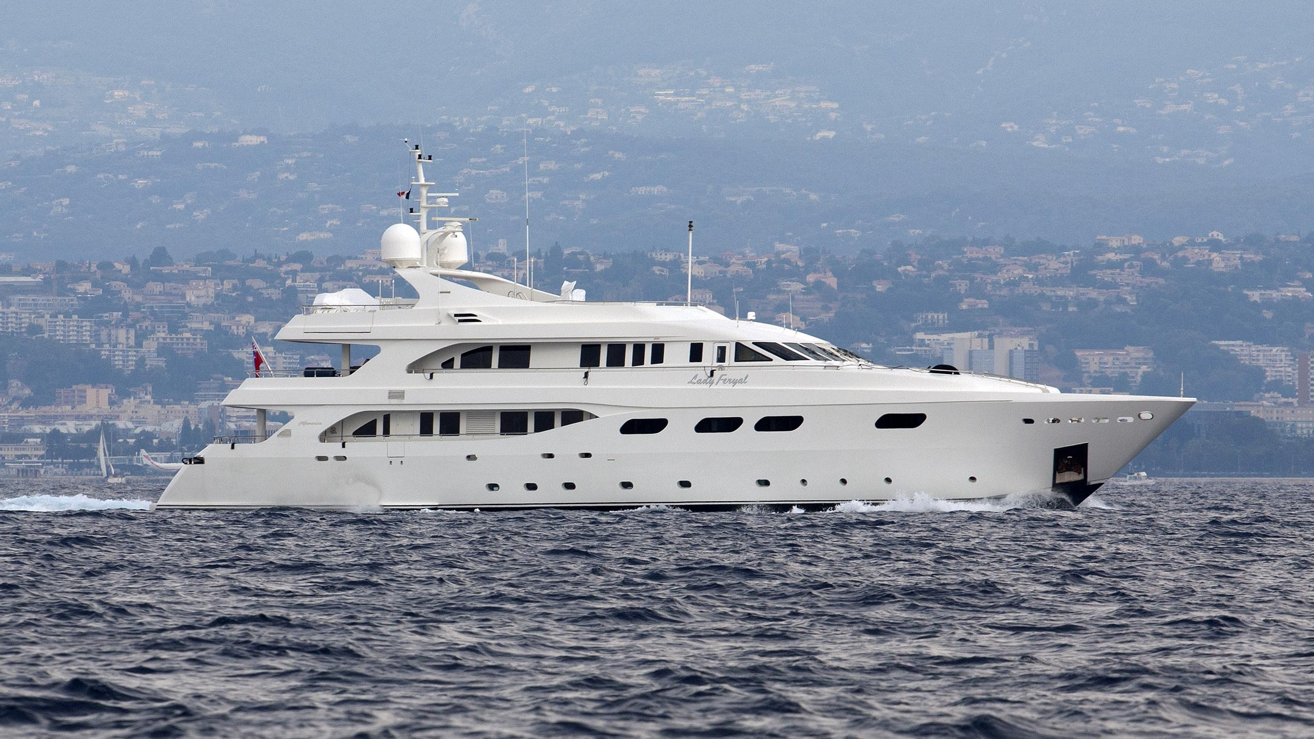 aktobe-yacht-exterior