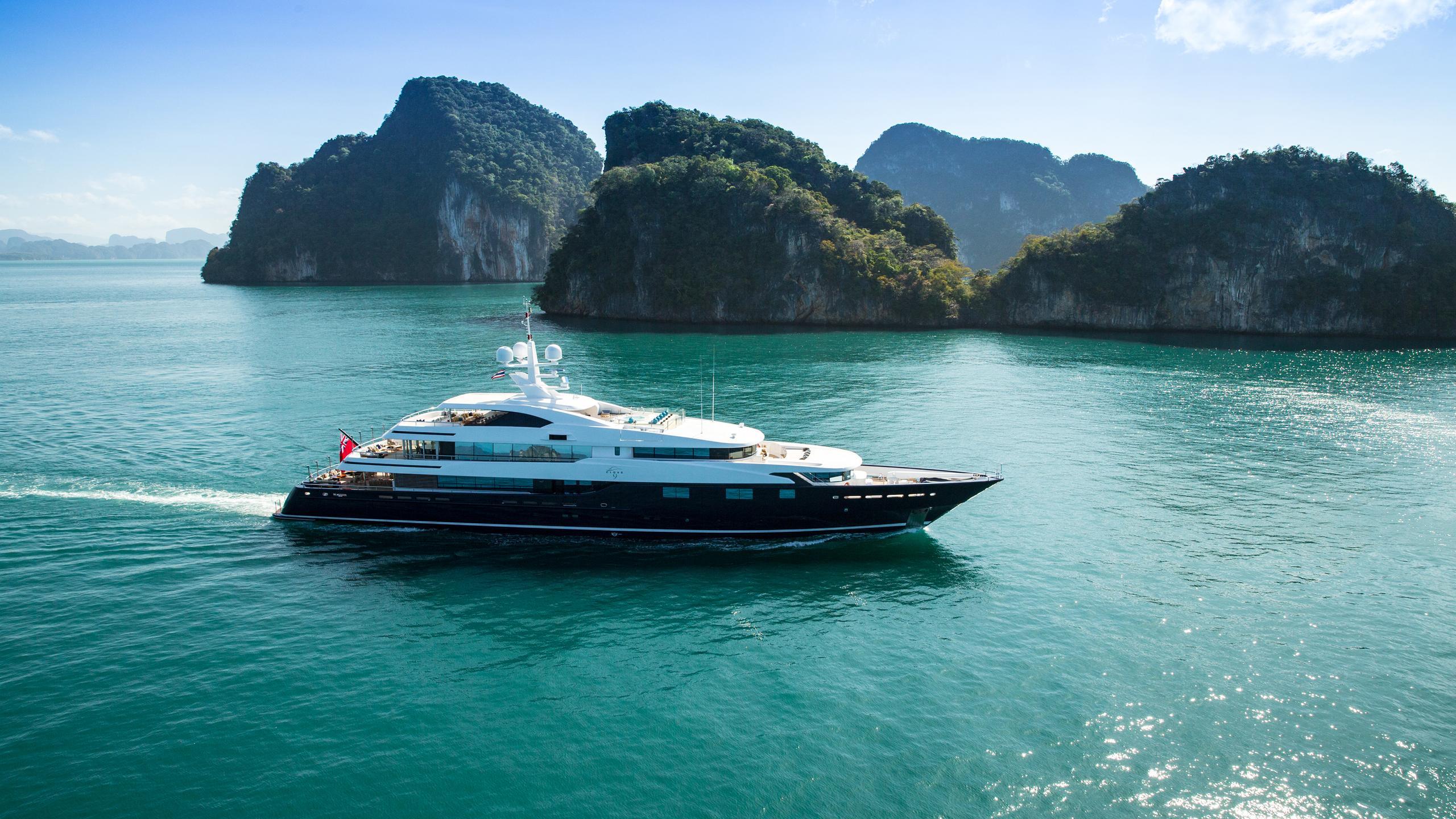 cloud-9-yacht-running