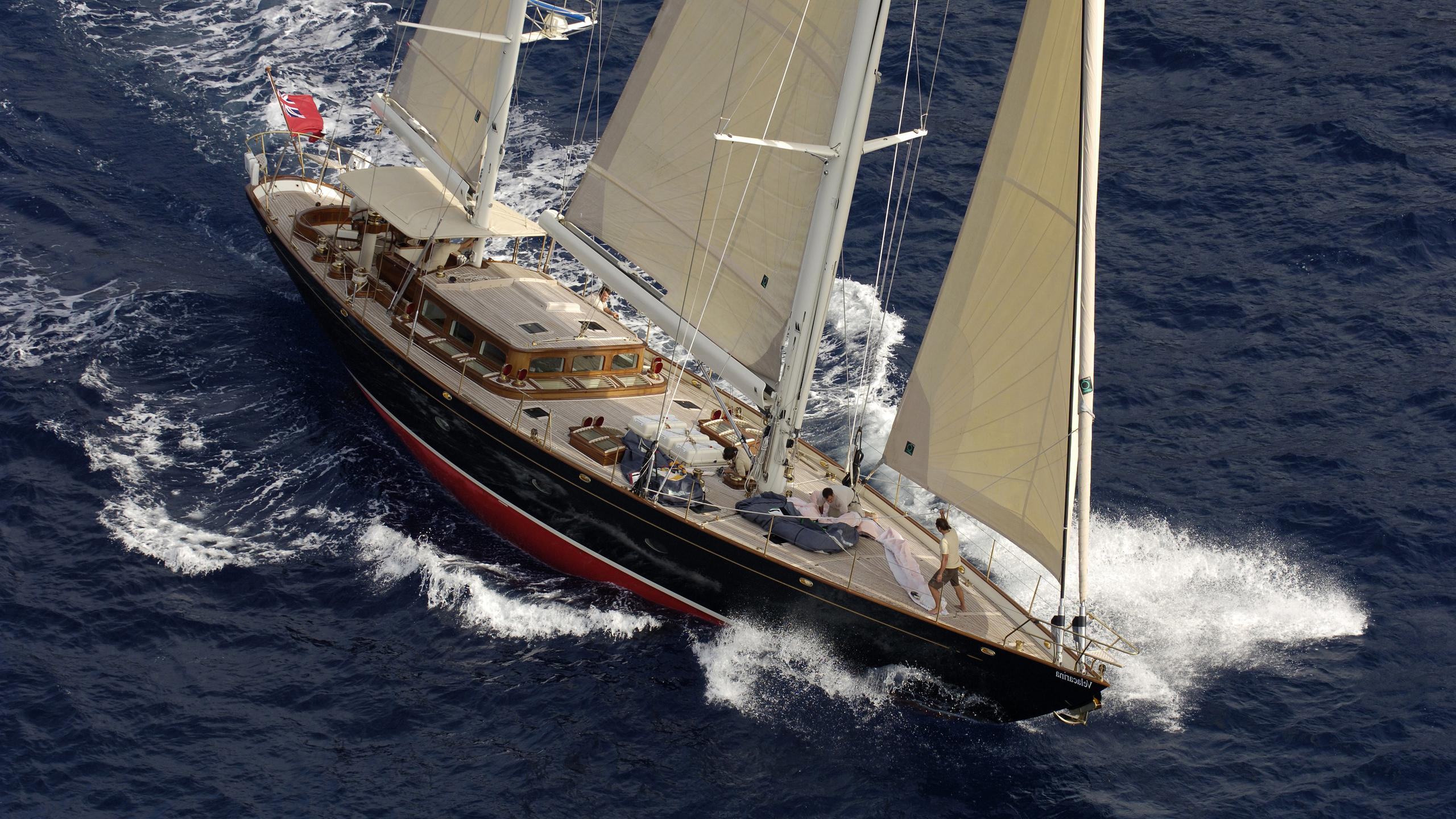 velacarina-yacht-at-sea