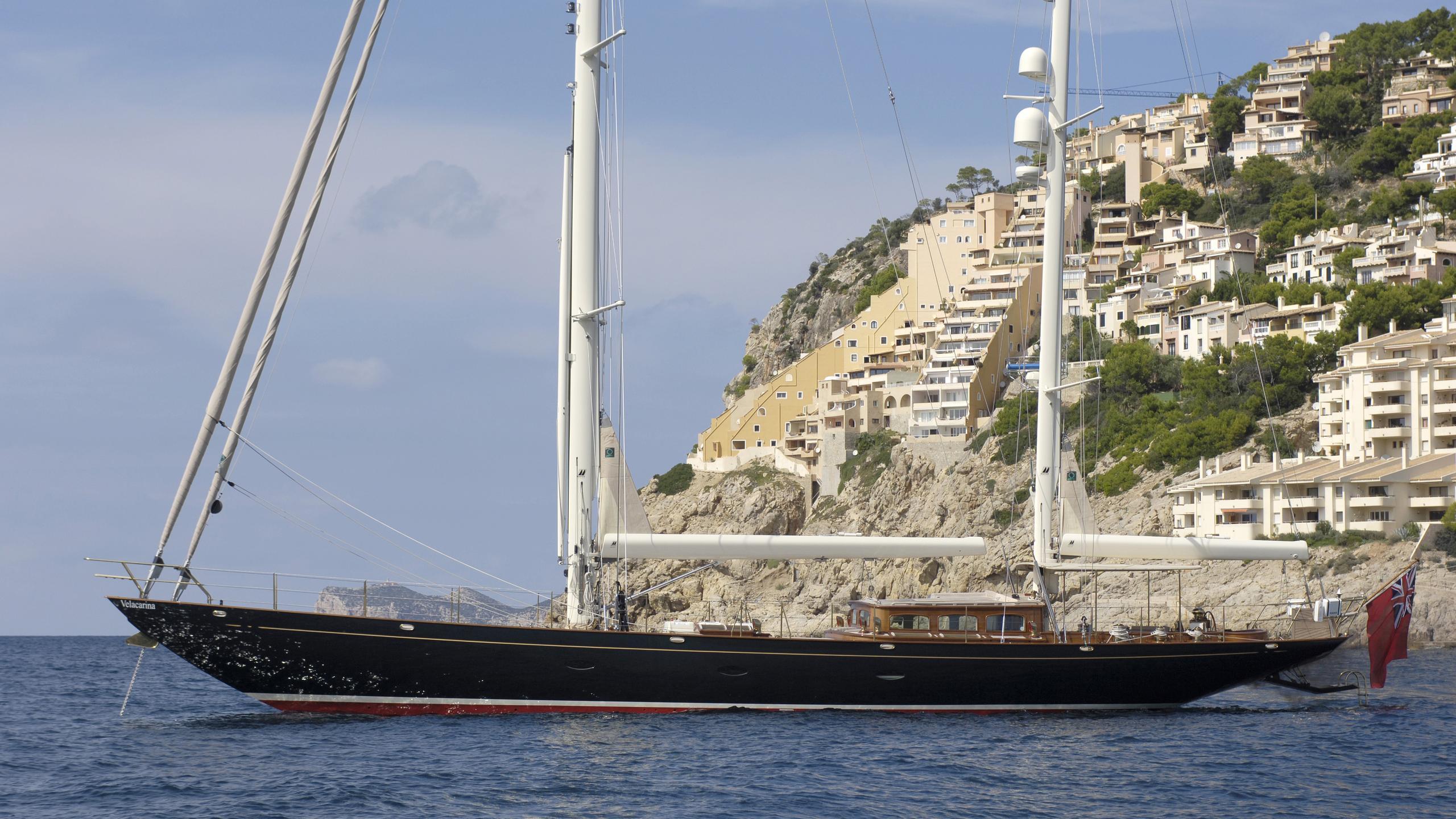 velacarina-yacht-at-anchor