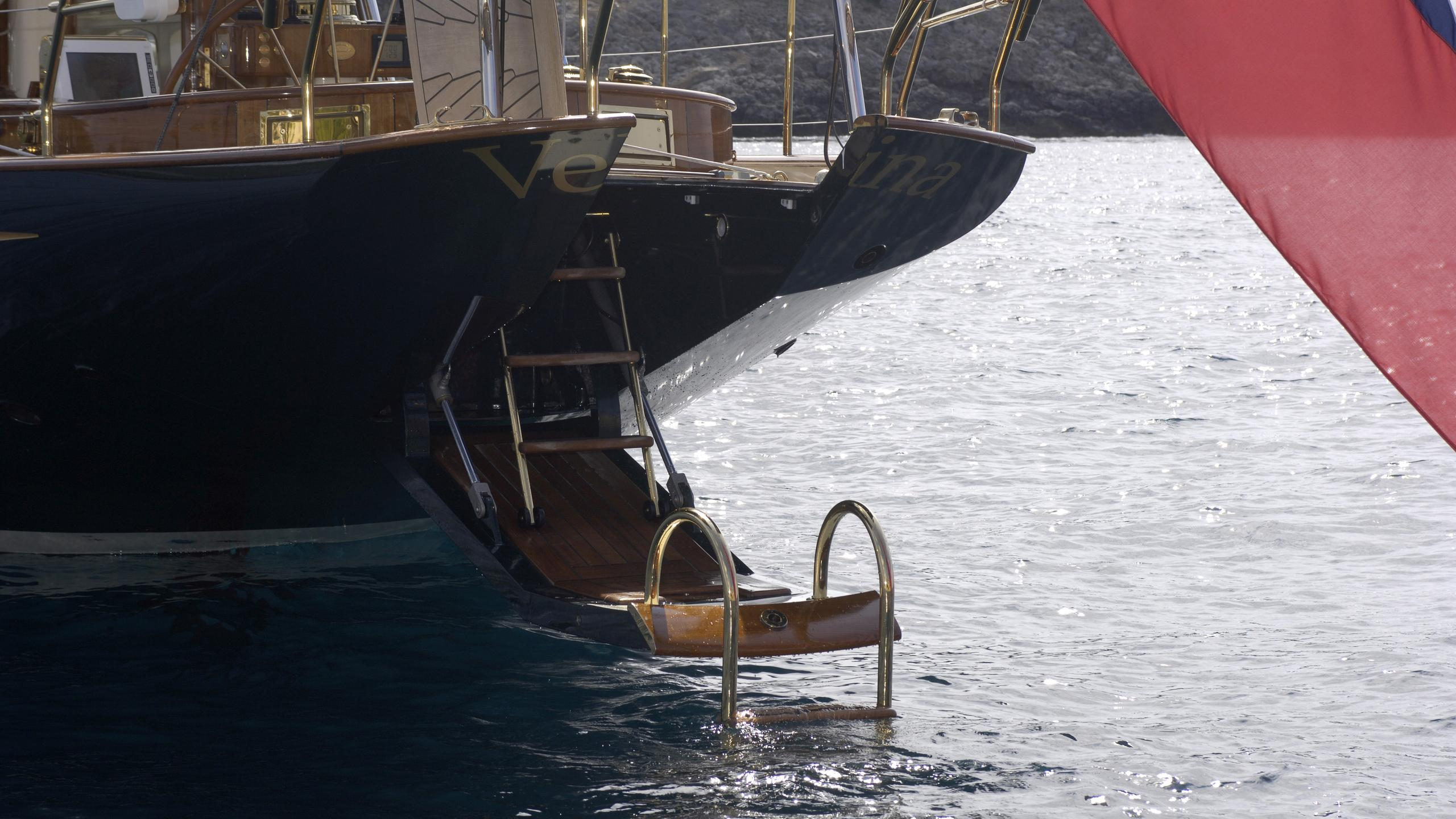 velacarina-yacht-stern