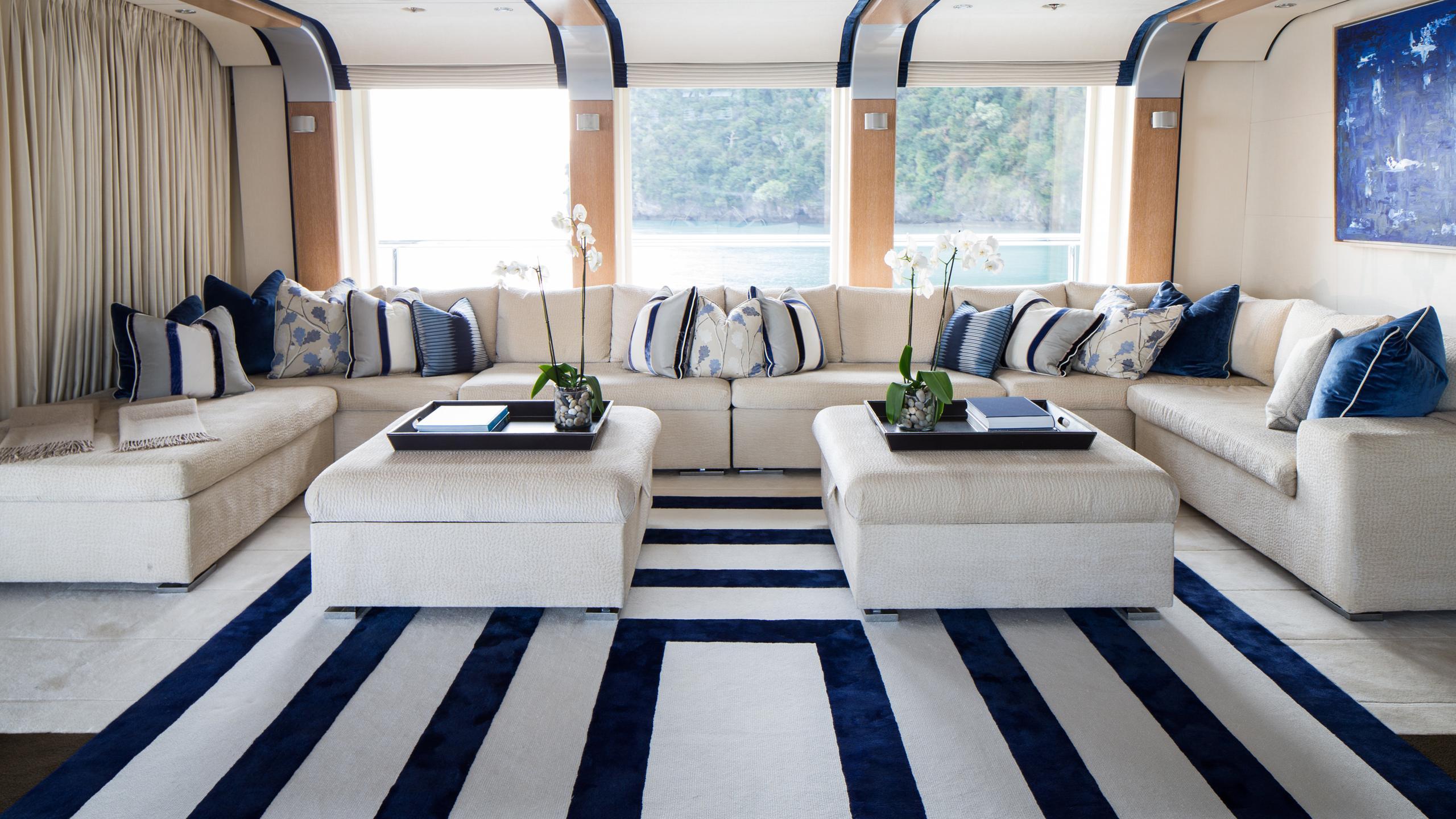 cloud-9-yacht-lounge