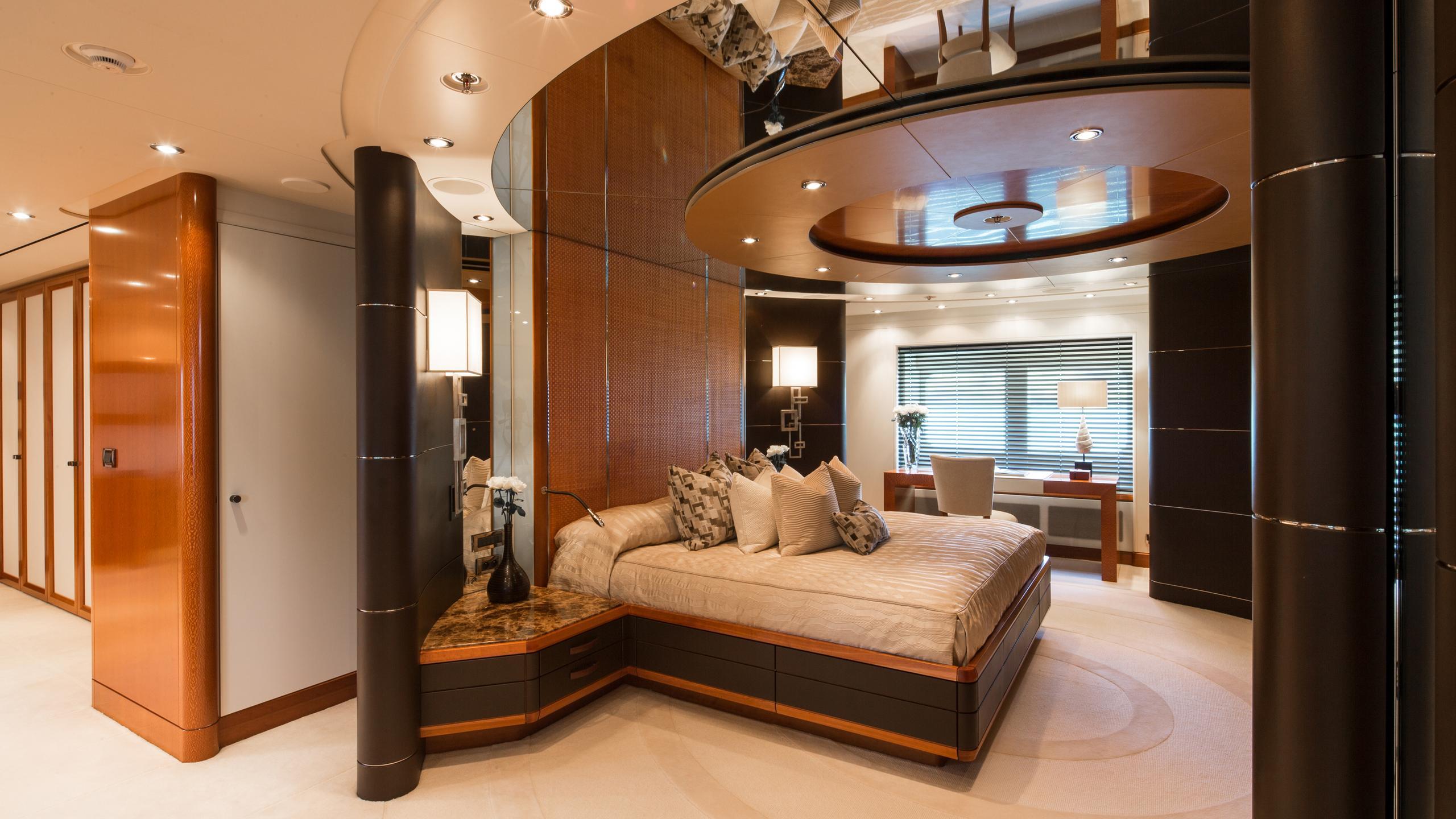 cloud-9-yacht-master-cabin