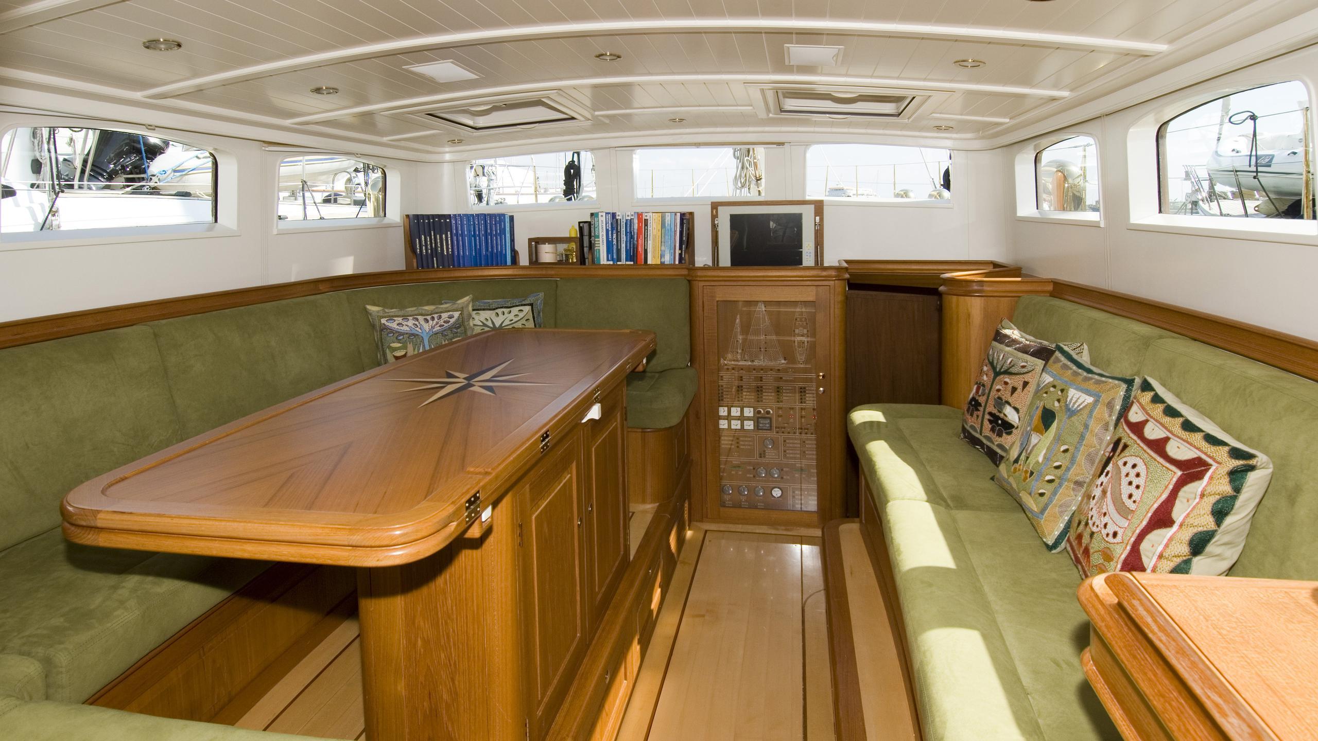 velacarina-yacht-saloon