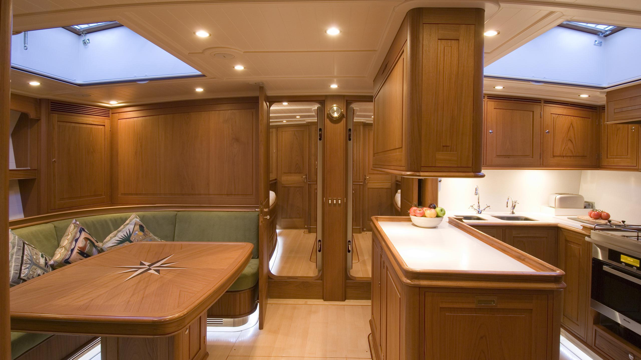 velacarina-yacht-lounge