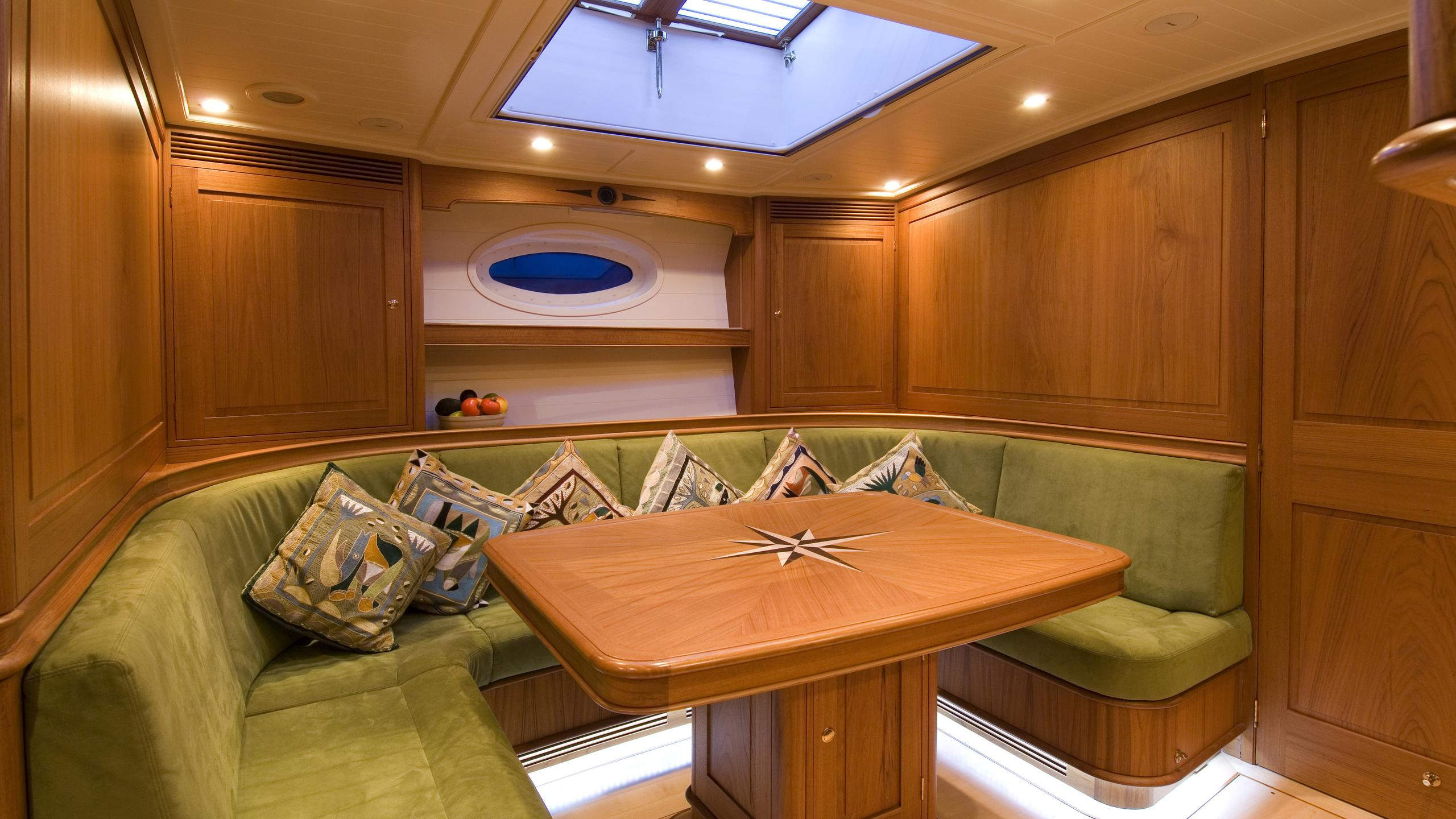 velacarina-yacht-formal-dining