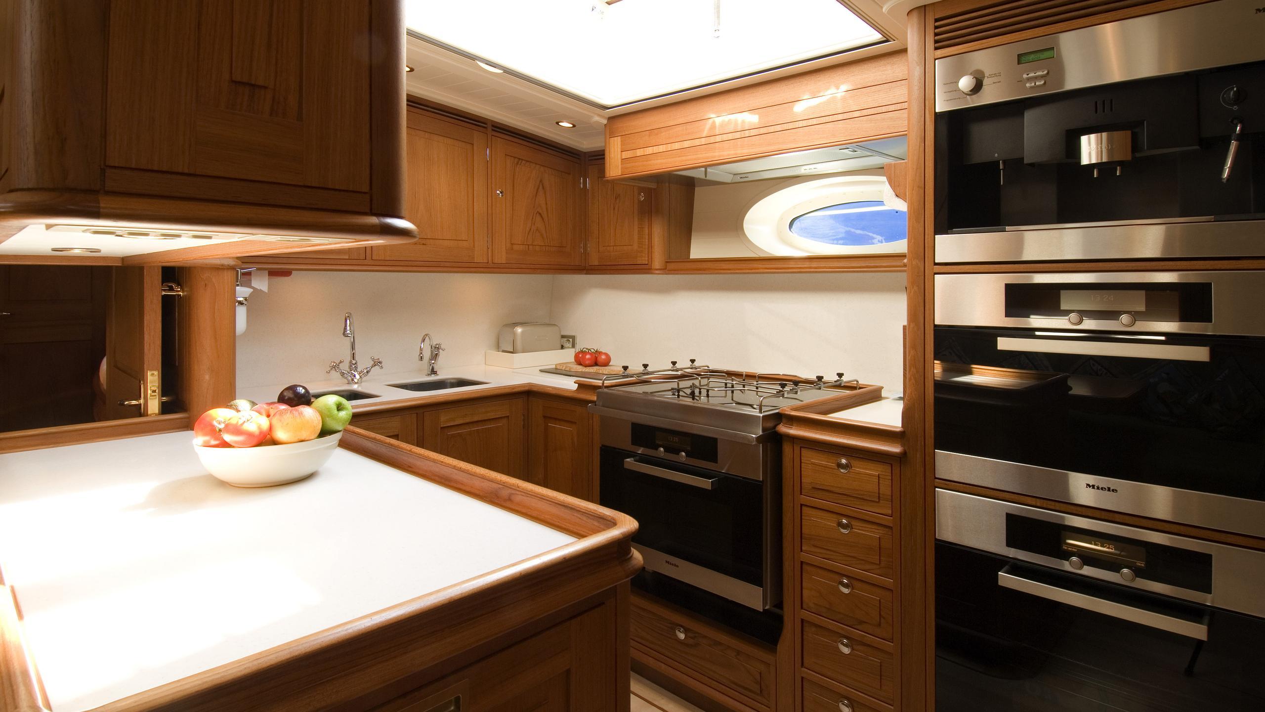 velacarina-yacht-galley