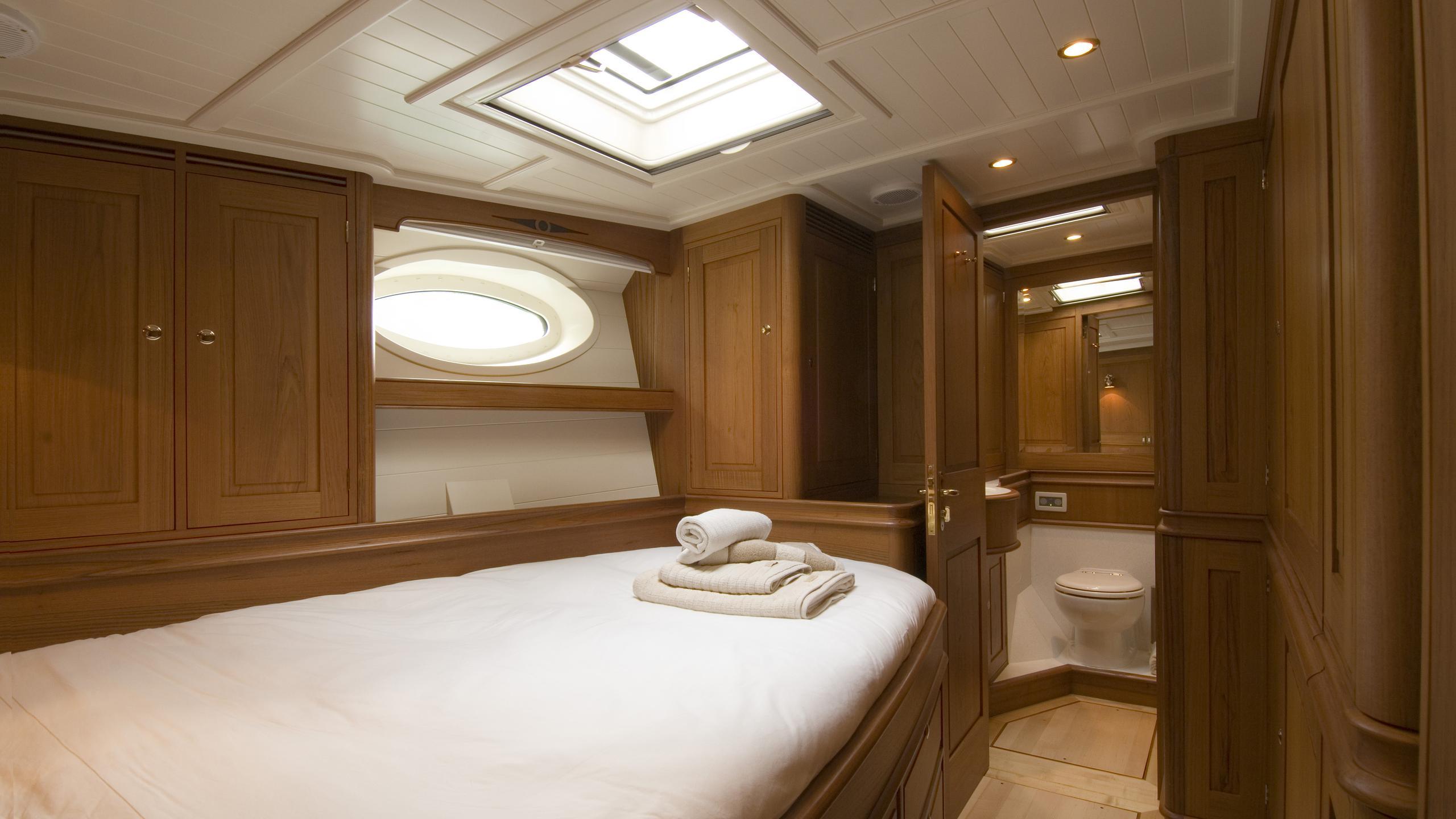 velacarina-yacht-master-cabin