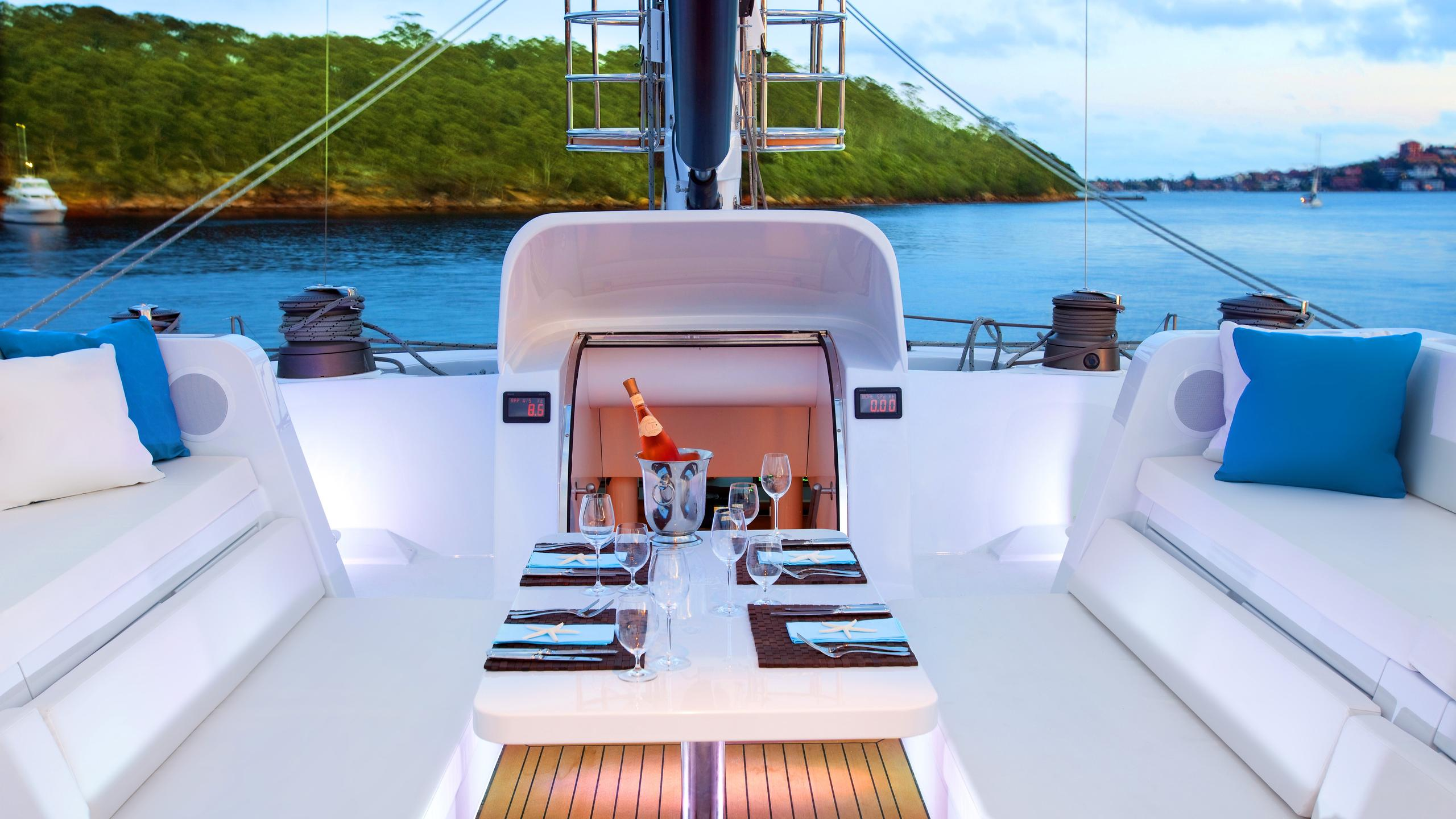 necker-belle-yacht-fly-deck-dining