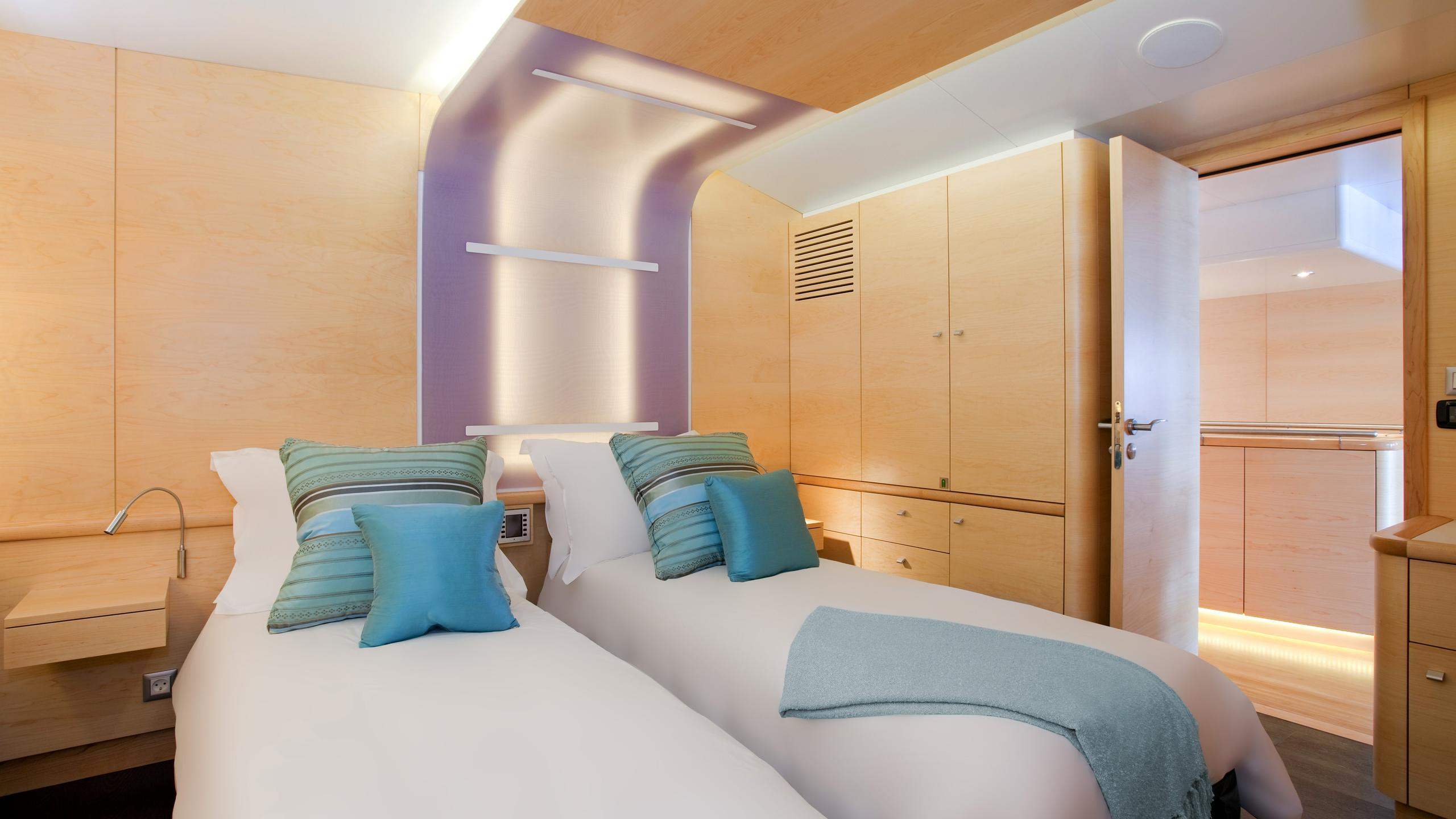necker-belle-yacht-twin-cabin