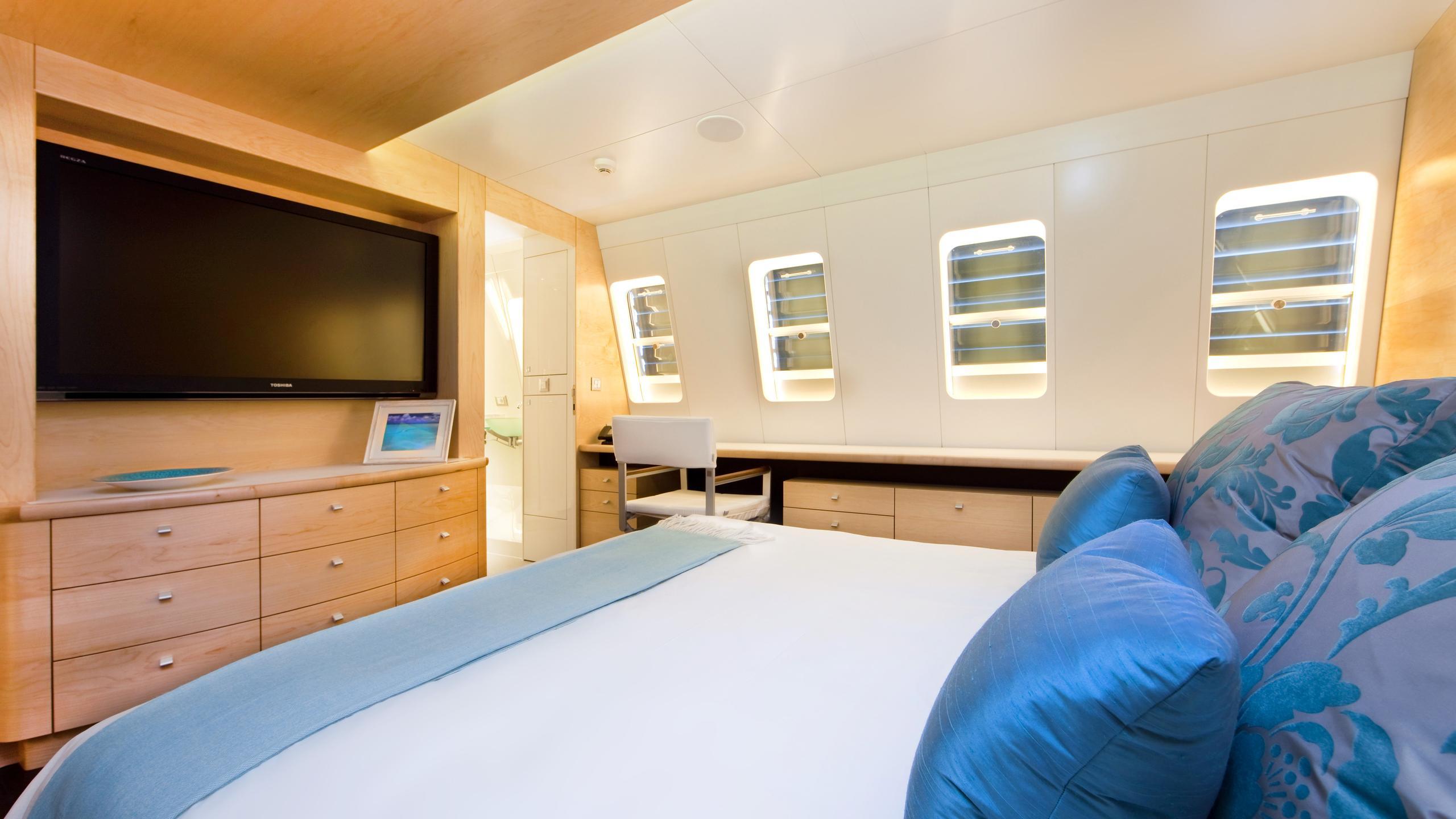 necker-belle-yacht-master-cabin
