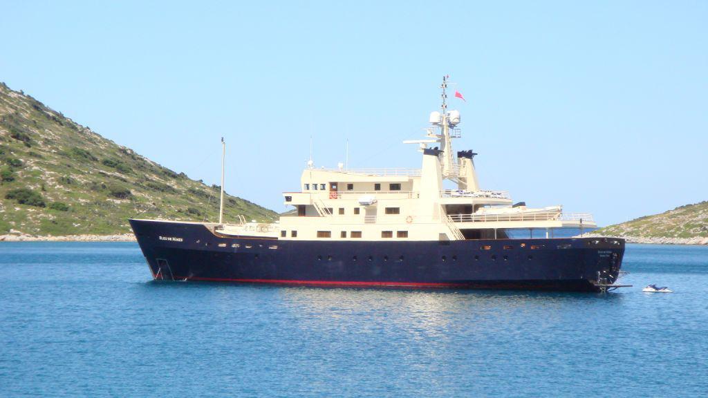 bleu-de-nimes-yacht