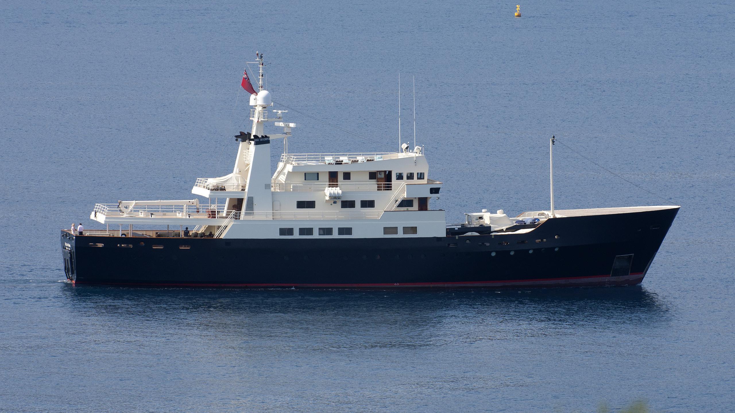 bleu-de-nimes-yacht-exterior