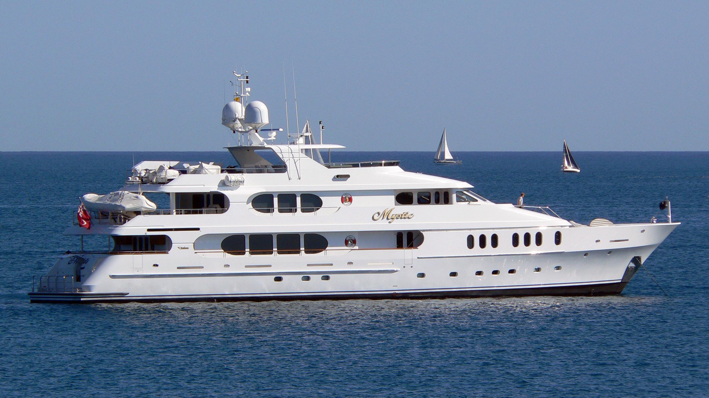 elisa-yacht-exterior