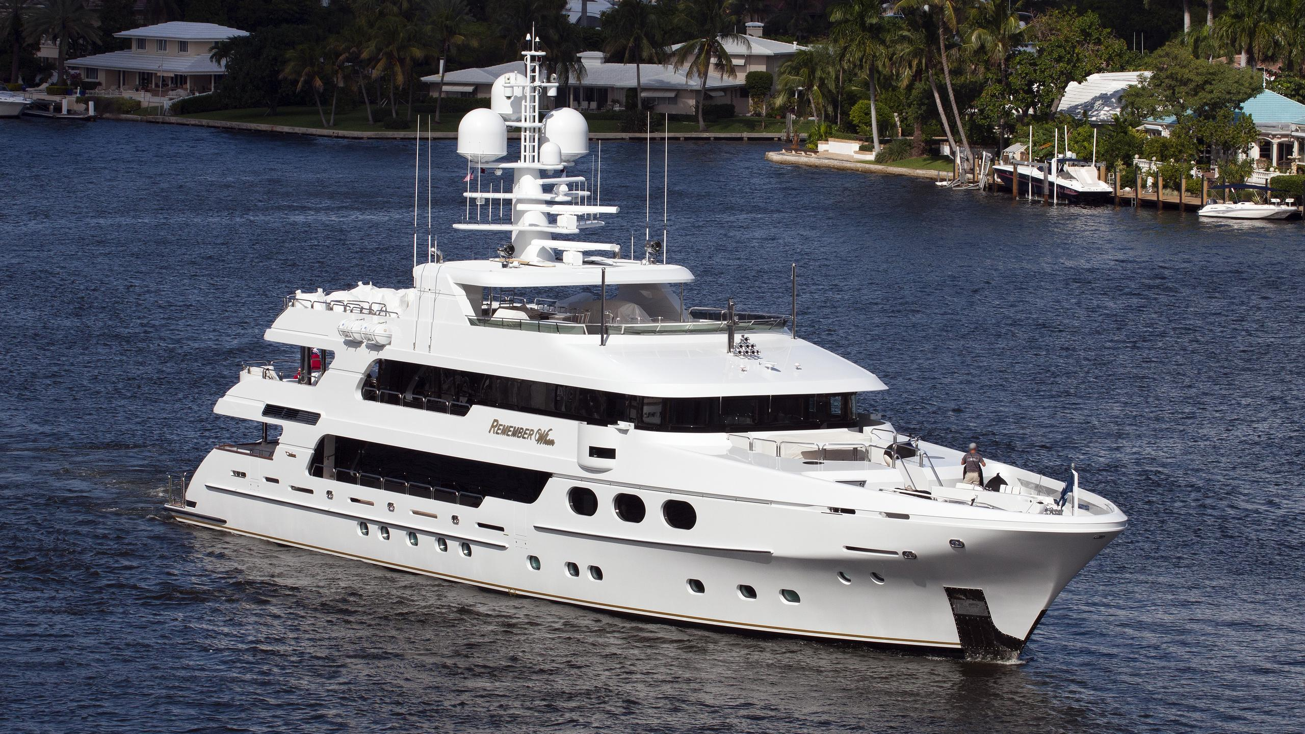 remember-when-yacht-exterior