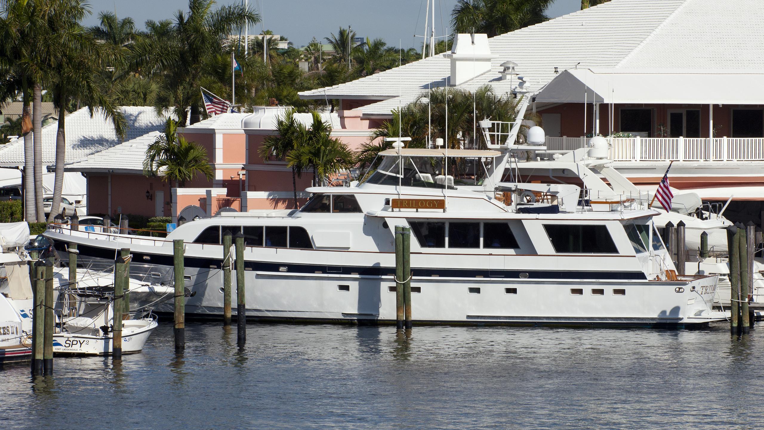 trilogy-yacht-exterior