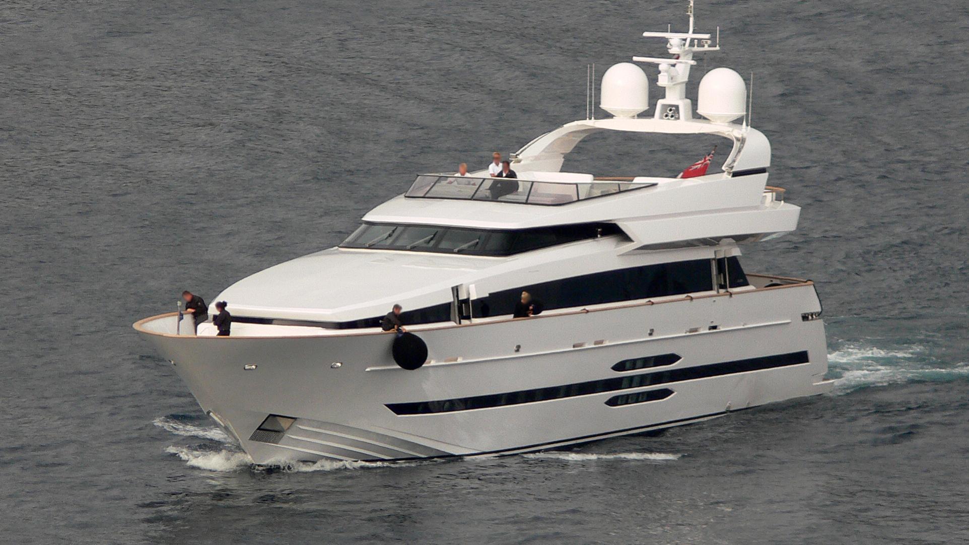 lazy-me-yacht-exterior