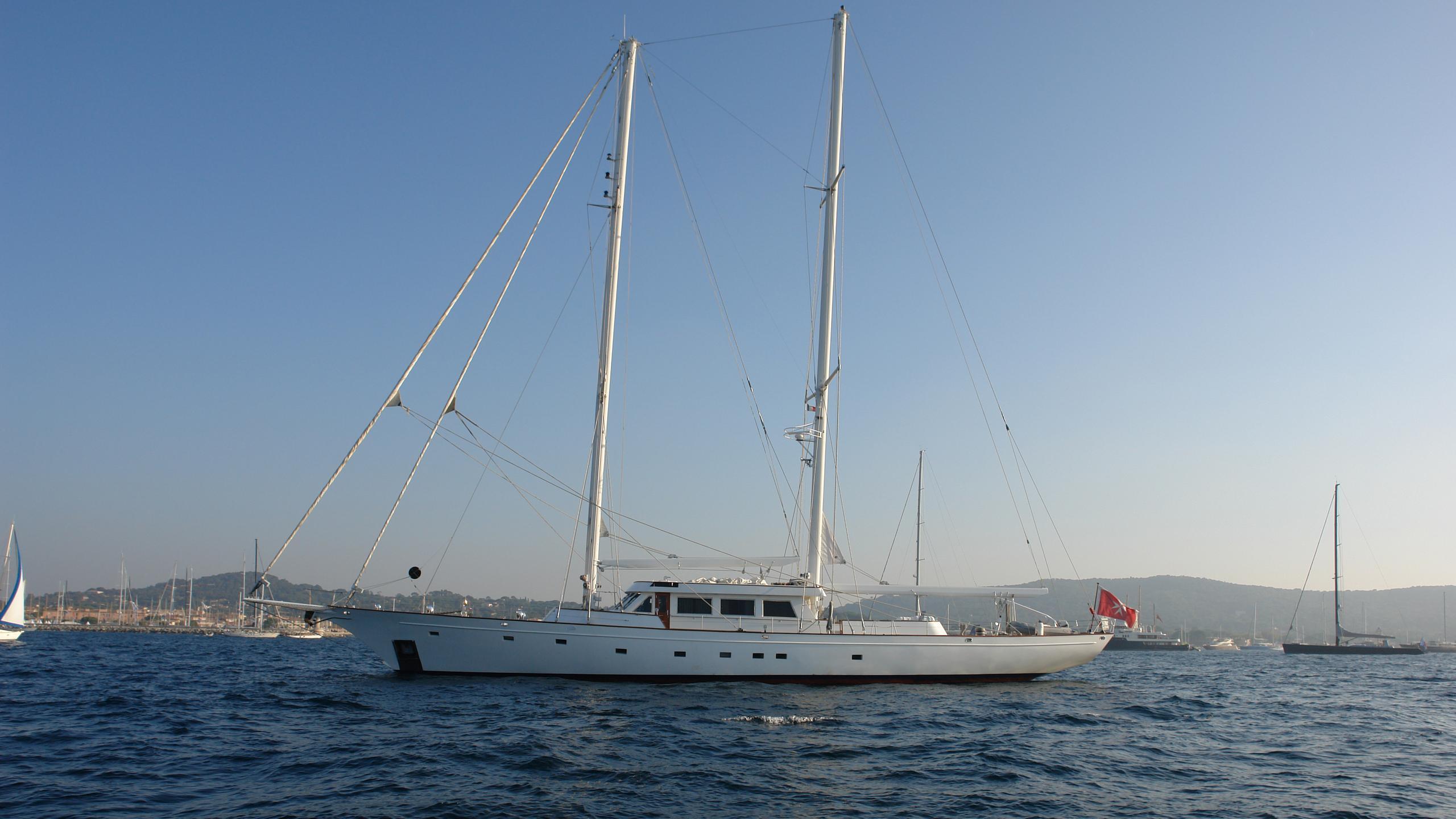 queen-nefertiti-yacht-for-sale-profile
