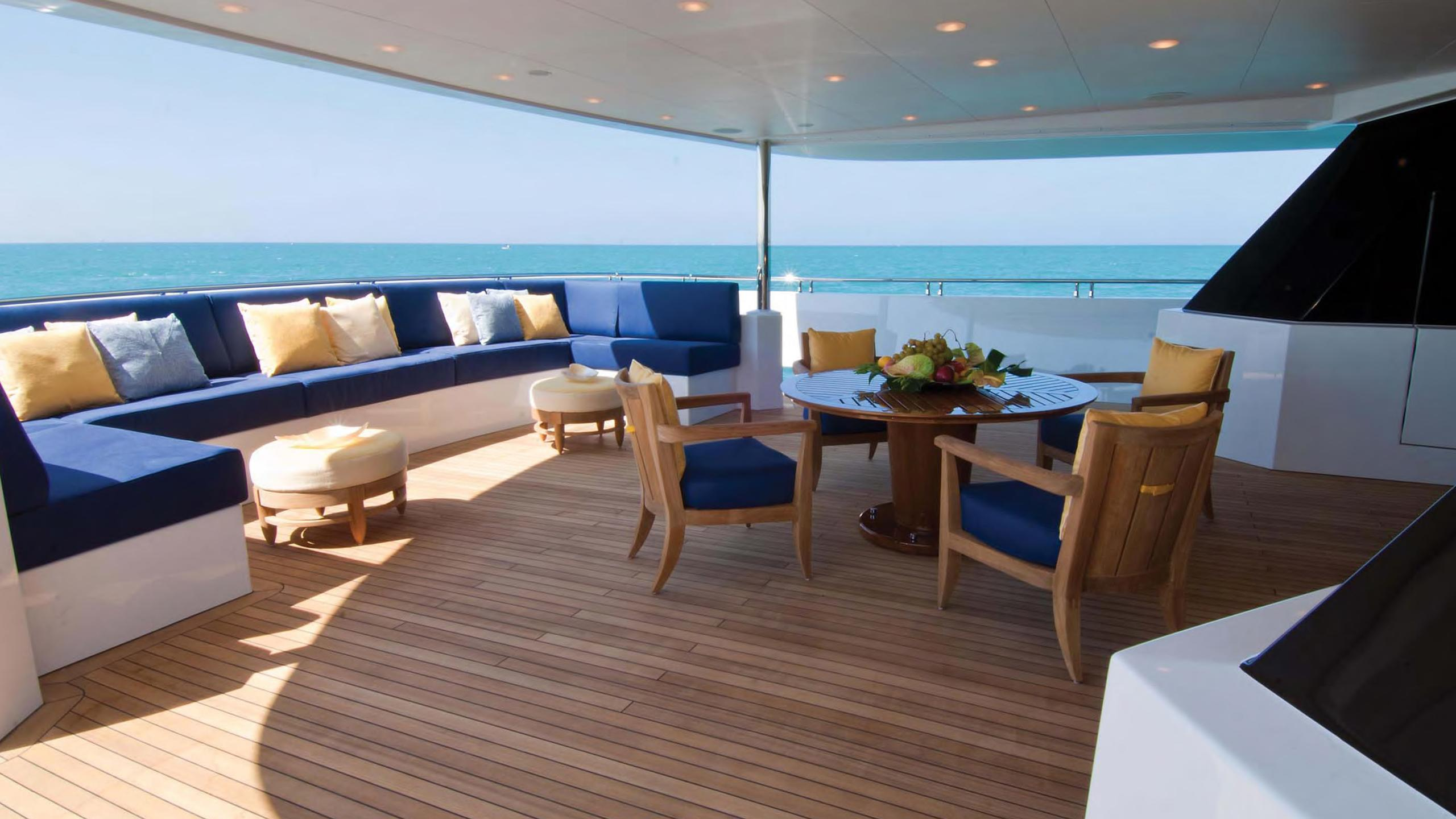 project-12-yacht-aft-dining
