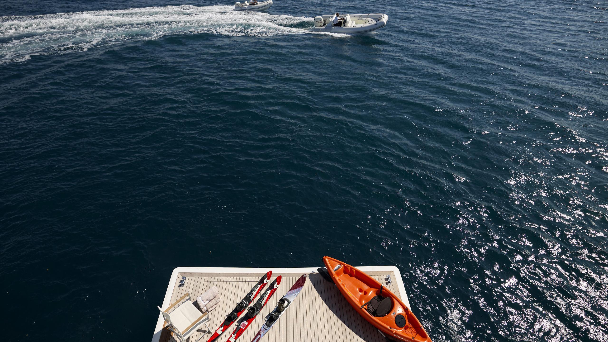 feligo-v-yacht-toys