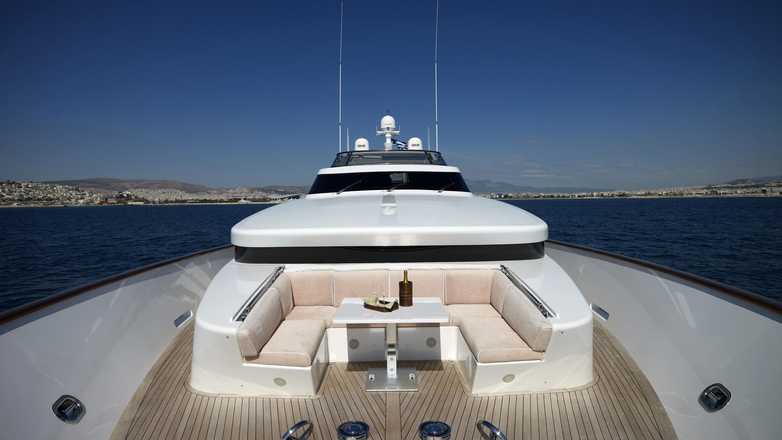 feligo-v-yacht-bow-seating
