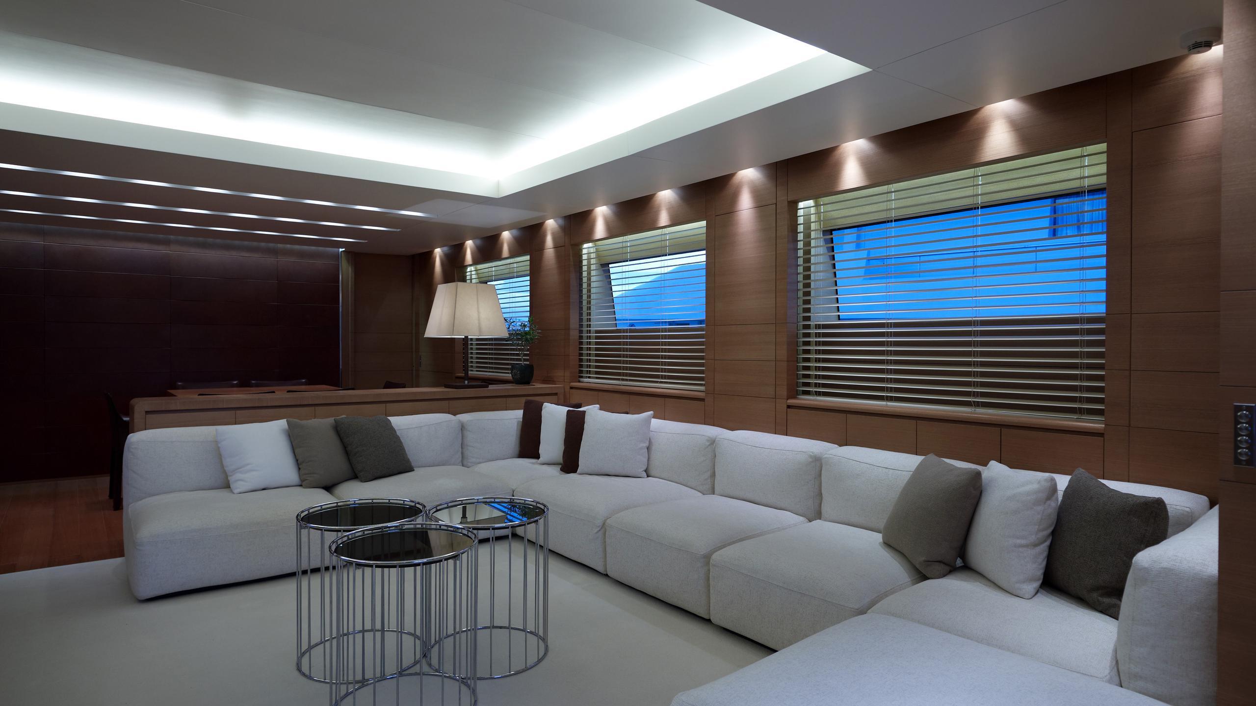feligo-v-yacht-saloon