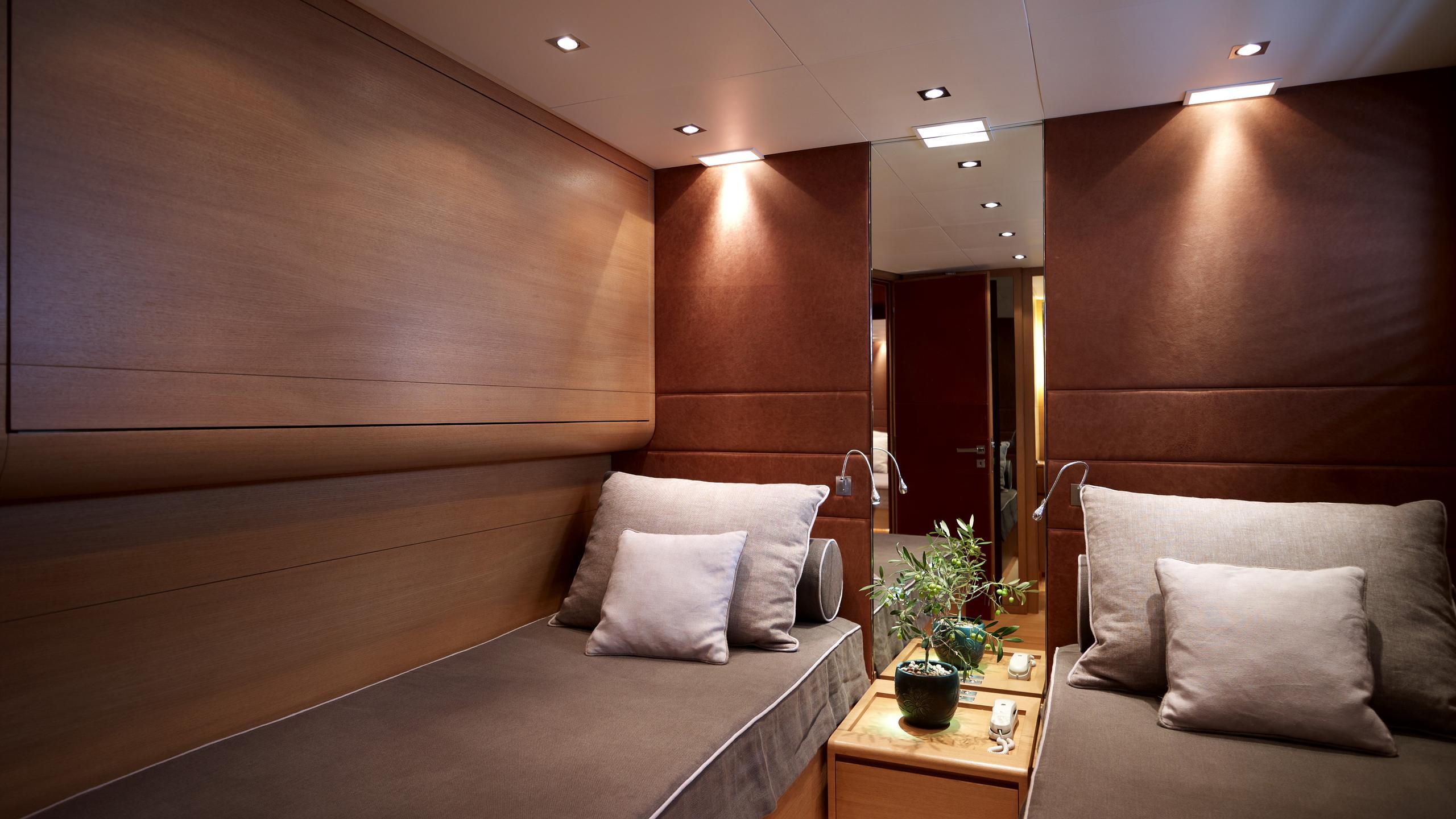 feligo-v-yacht-twin-cabin