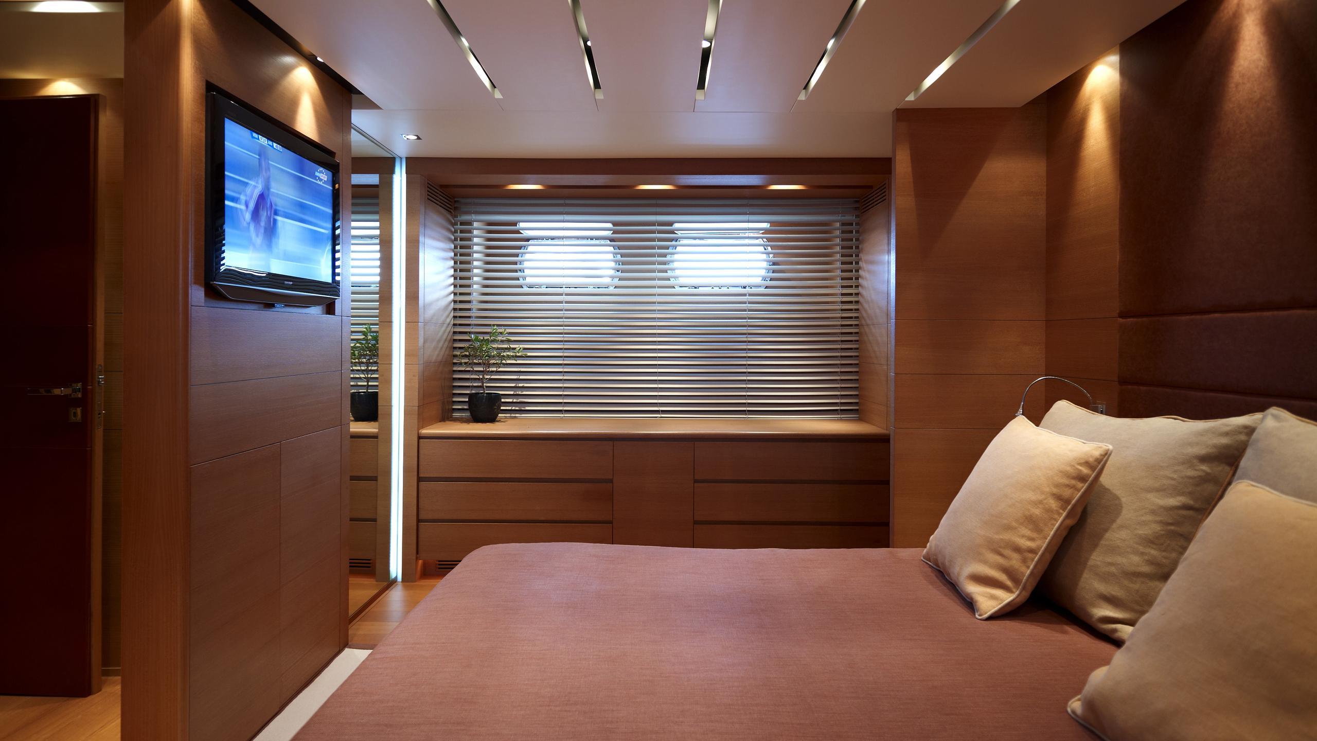feligo-v-yacht-double-cabin