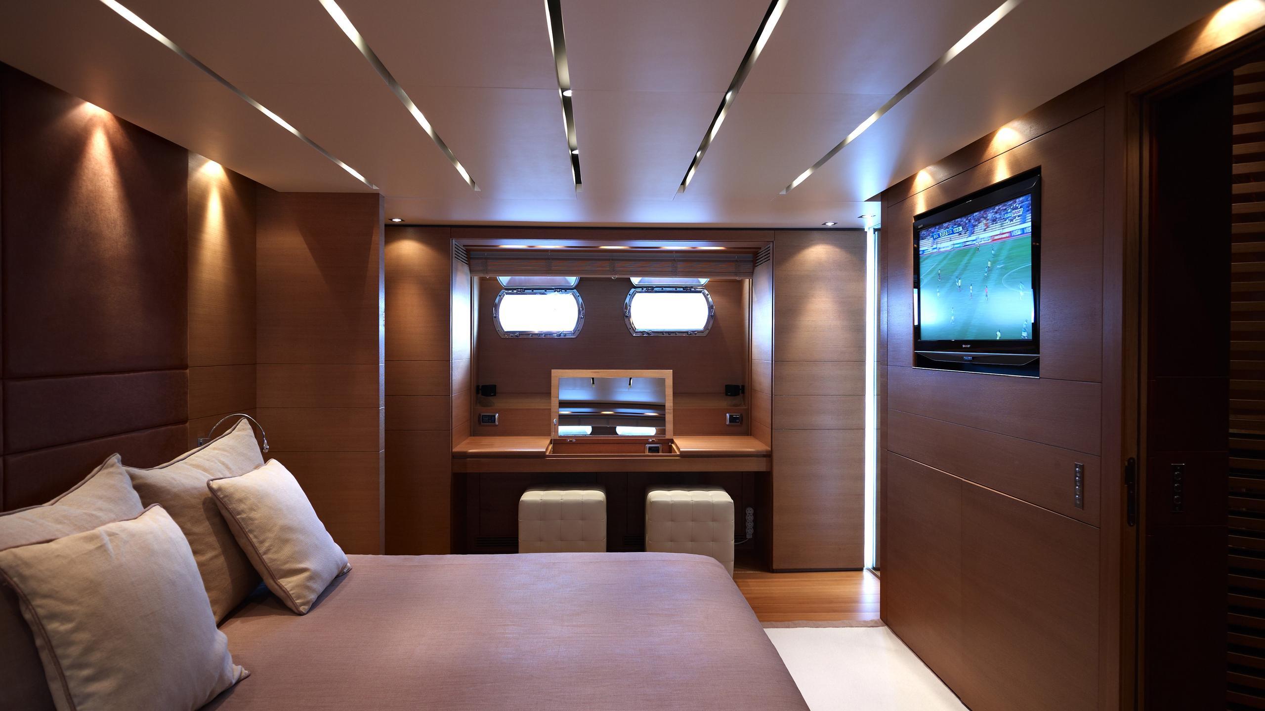 feligo-v-yacht-master-cabin