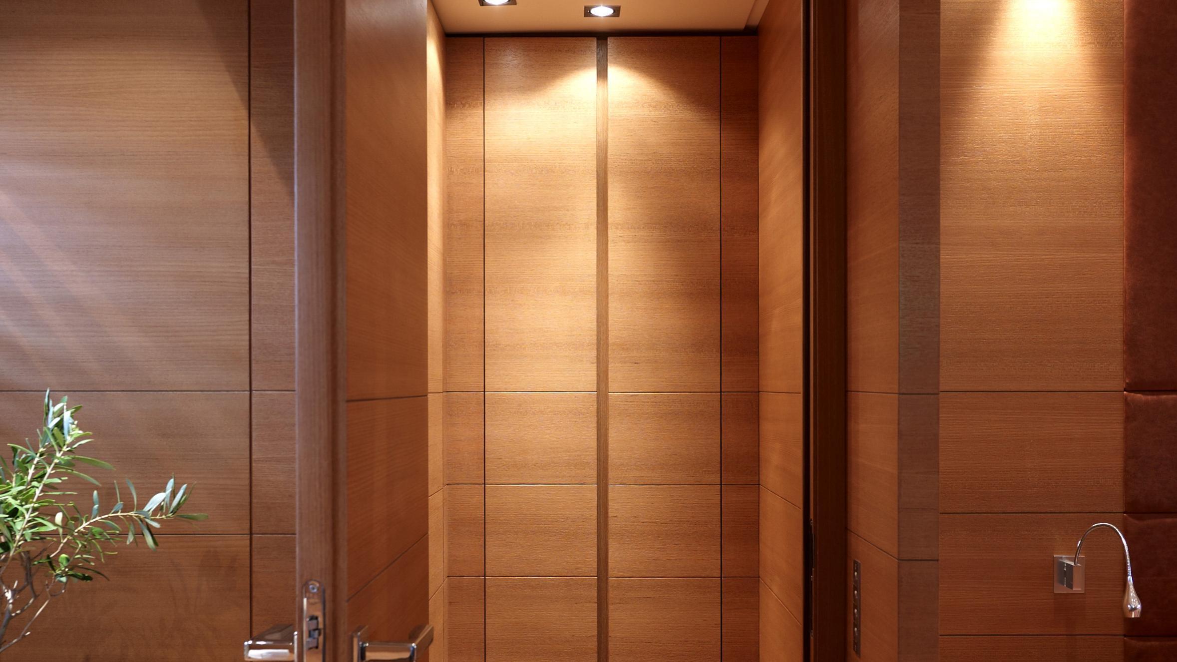 feligo-v-yacht-closet