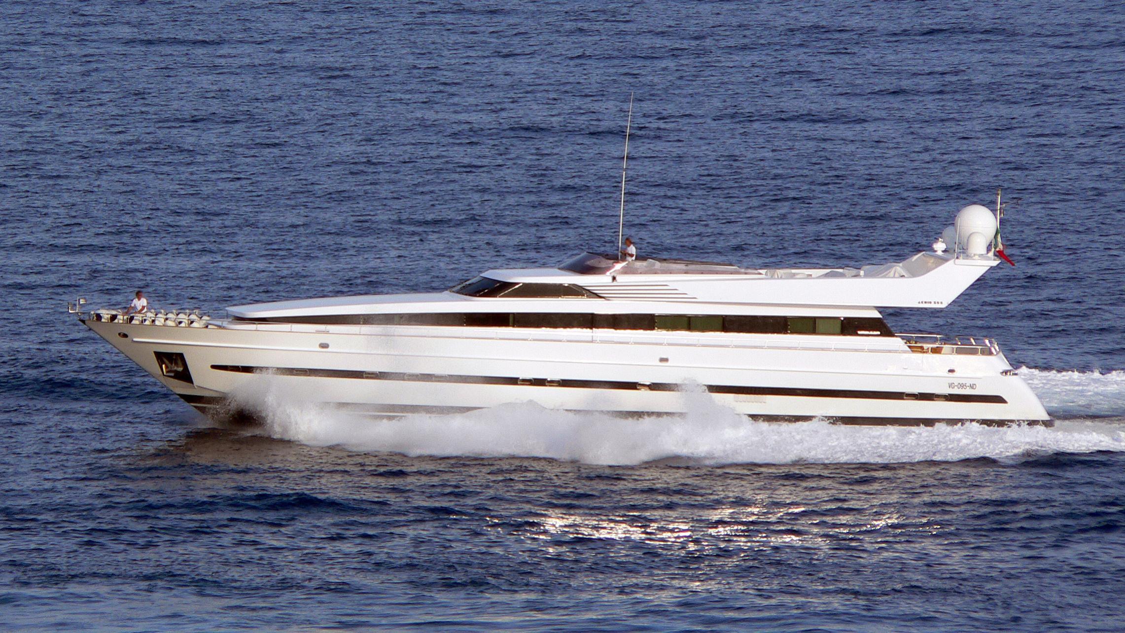 ixia-yacht-exterior