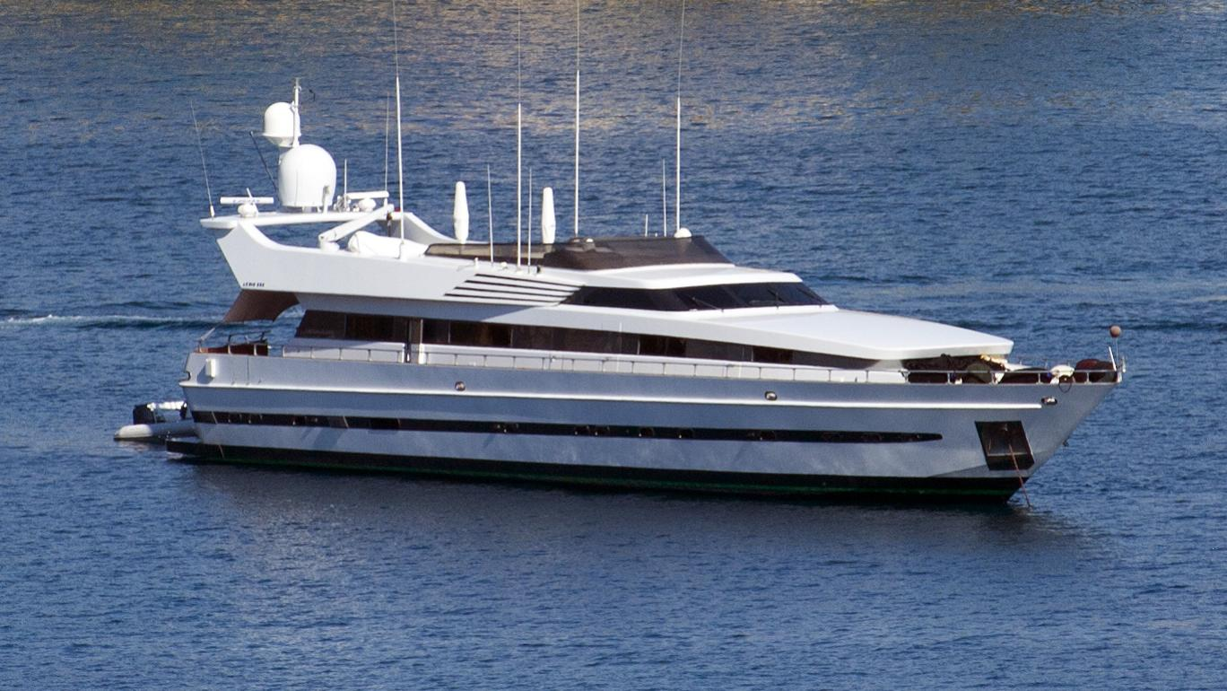 longo-myic-yacht-exterior