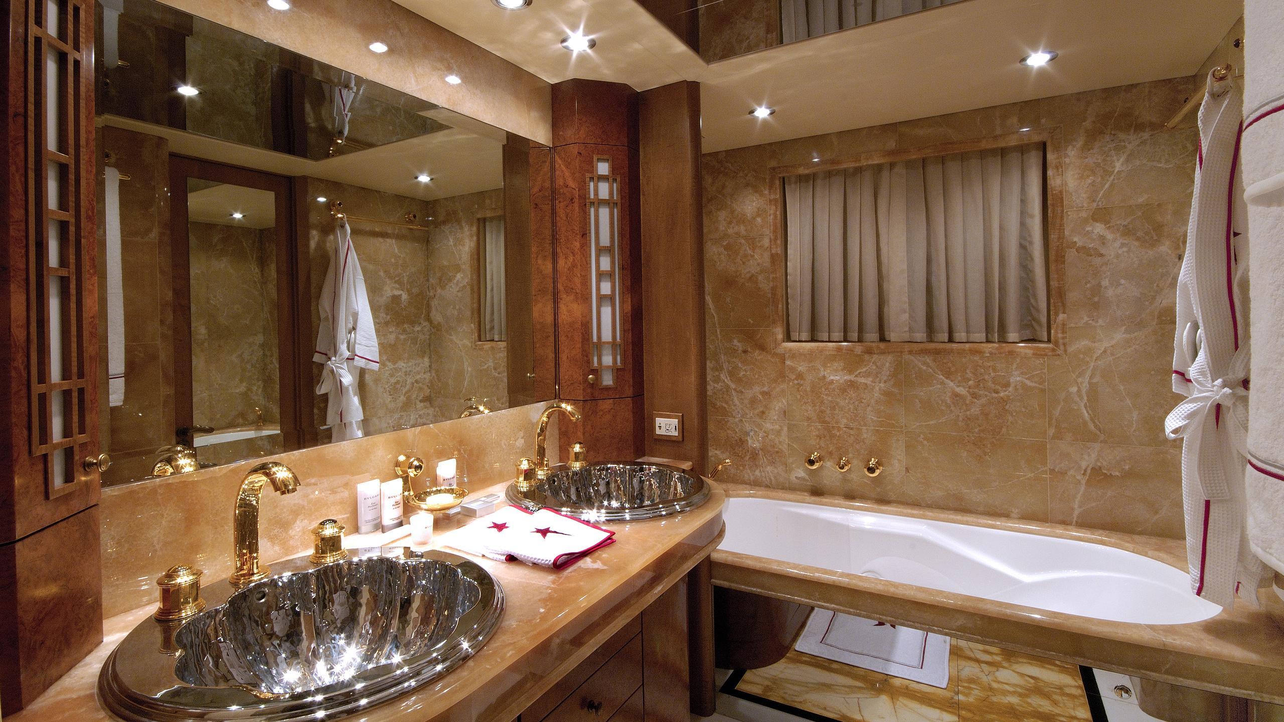 pollux-yacht-master-bathroom