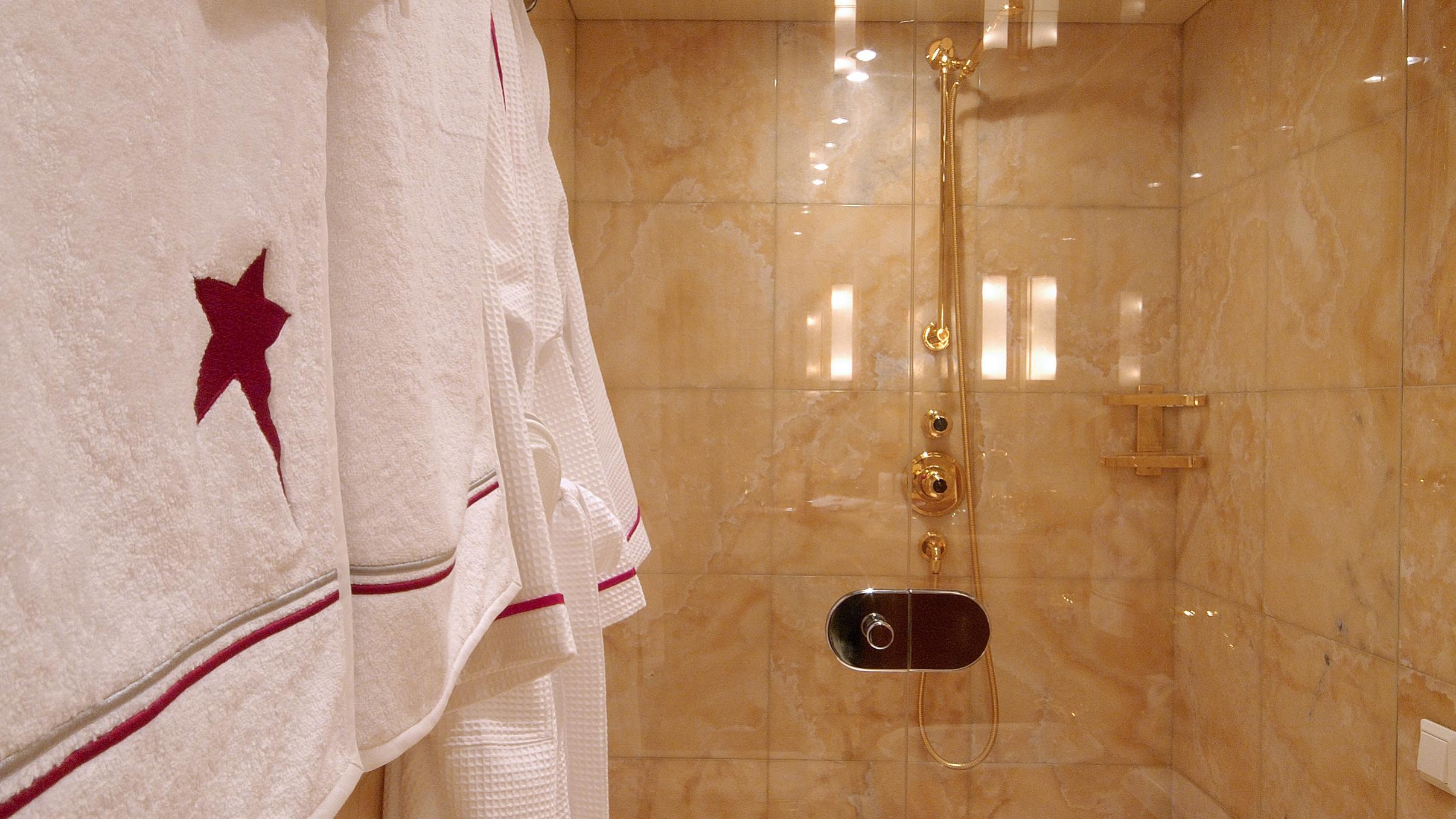 pollux-yacht-bathroom